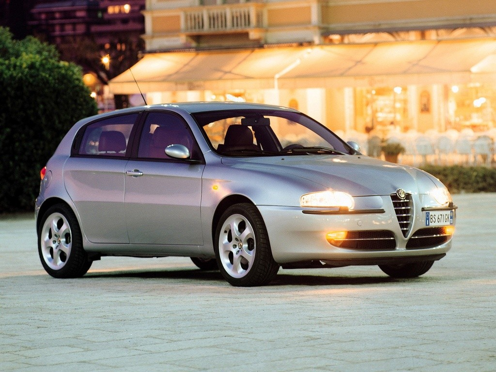 ALFA ROMEO 147 (5 Doors) specs & photos - 2000, 2001, 2002 ...