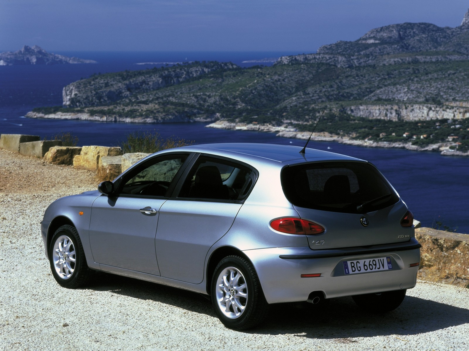 alfa romeo 147 5 doors specs 2000 2001 2002 2003 2004 2005 autoevolution. Black Bedroom Furniture Sets. Home Design Ideas