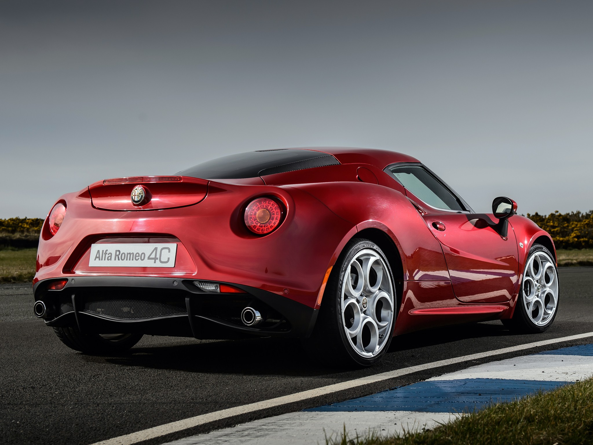 alfa romeo 4c specs photos 2013 2014 2015 2016 2017 2018 autoevolution. Black Bedroom Furniture Sets. Home Design Ideas