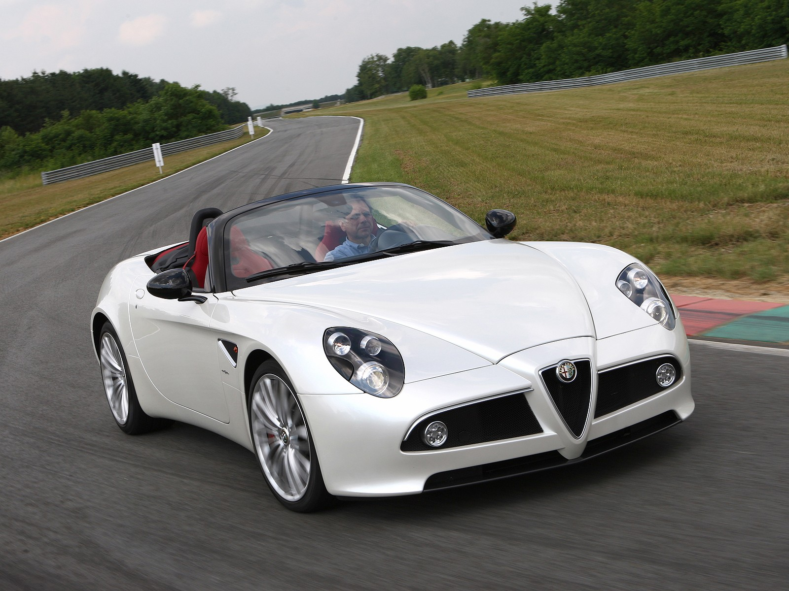 alfa romeo 8c spider specs 2008 2009 2010 autoevolution. Black Bedroom Furniture Sets. Home Design Ideas