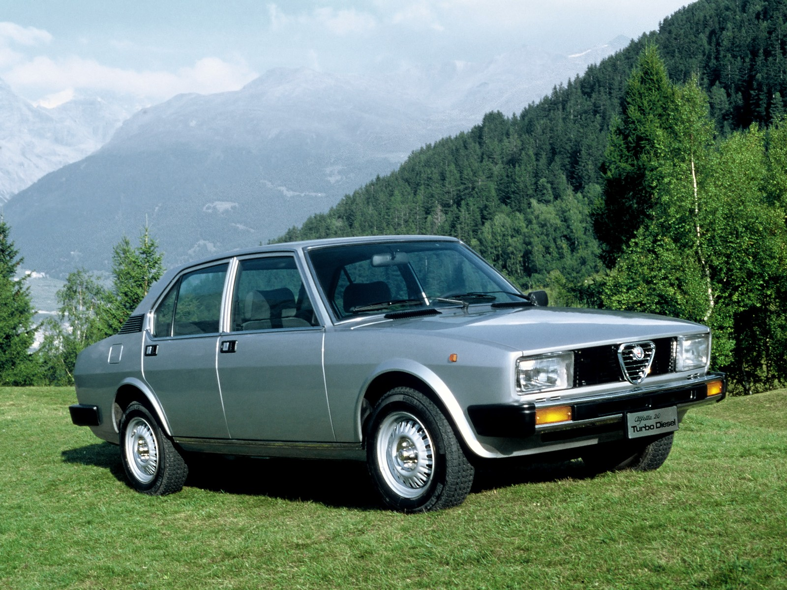 alfa romeo alfetta specs 1979 1980 1981 1982 1983 1984 autoevolution. Black Bedroom Furniture Sets. Home Design Ideas