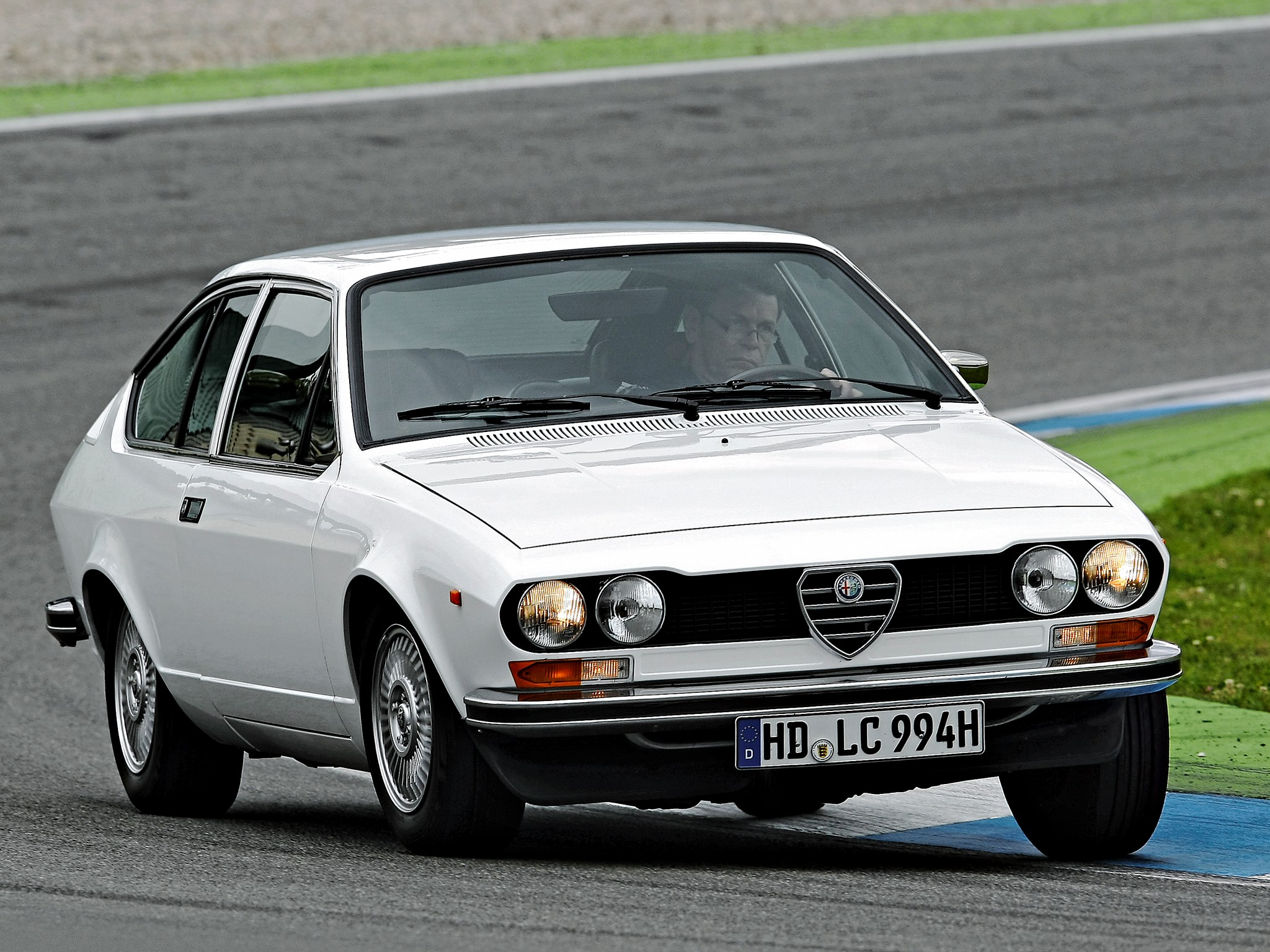 ALFA ROMEO Alfetta GT specs - 1974, 1975, 1976, 1977, 1978, 1979, 1980 - autoevolution