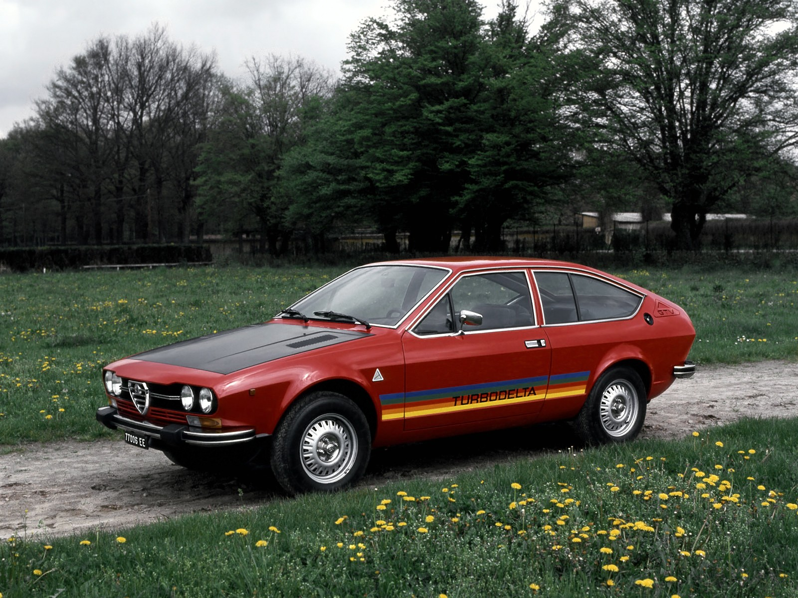 alfa romeo alfetta gtv specs photos 1976 1977 1978 1979 1980 1981 1982 autoevolution. Black Bedroom Furniture Sets. Home Design Ideas