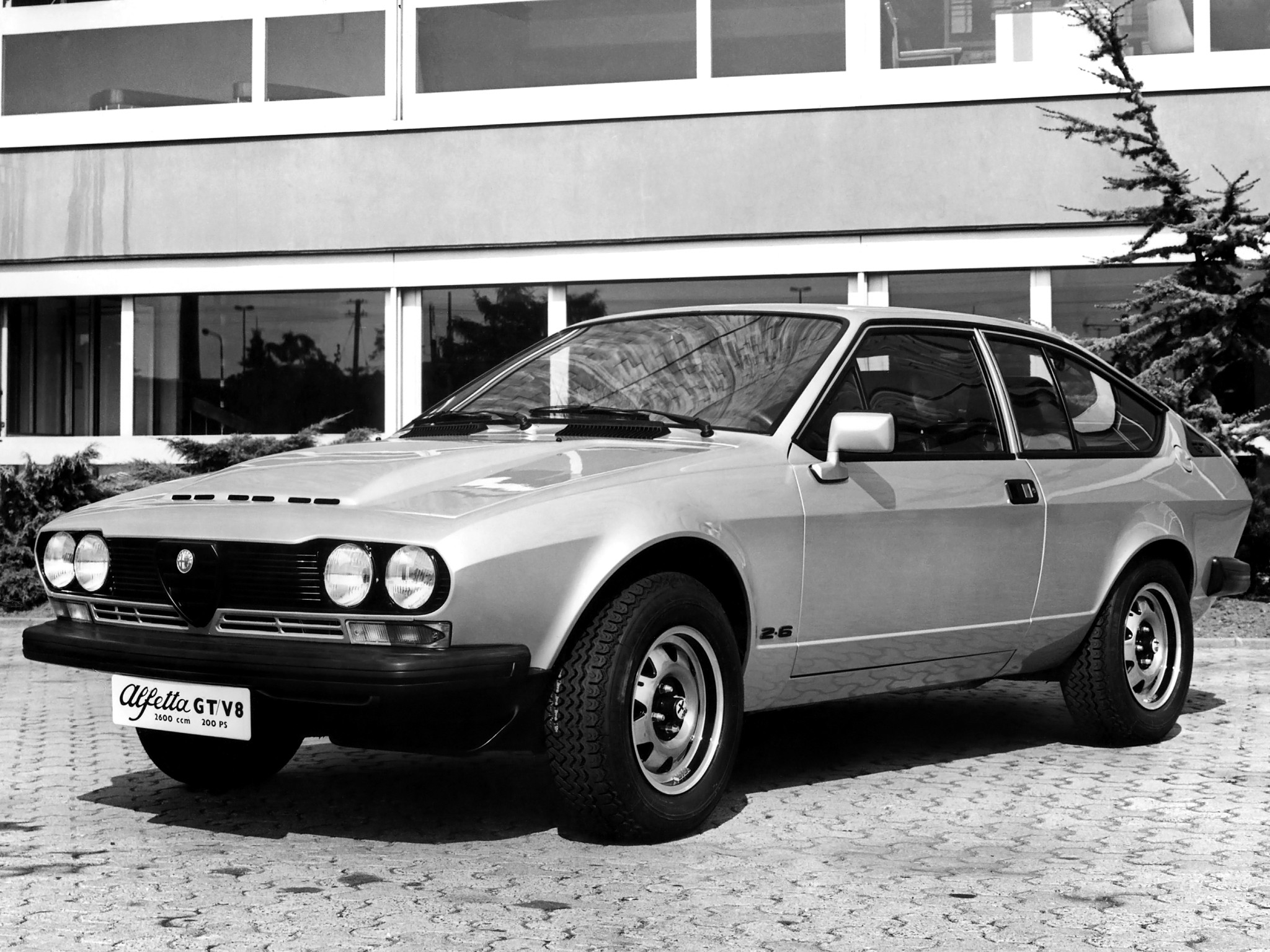Alfa 4c 2019 >> ALFA ROMEO Alfetta GTV specs & photos - 1976, 1977, 1978, 1979, 1980, 1981, 1982 - autoevolution