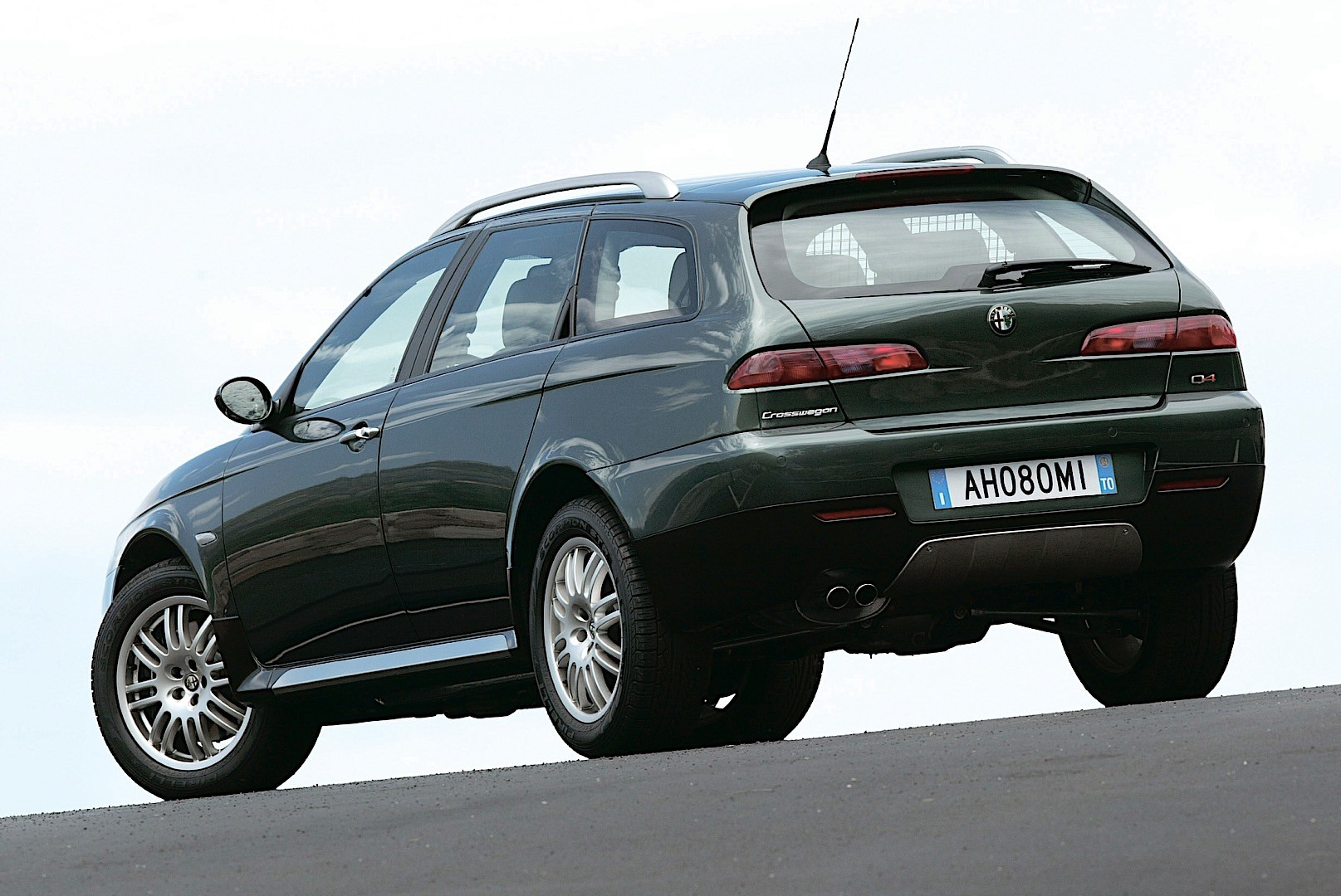 alfa romeo crosswagon q4 specs 2004 2005 2006 2007 autoevolution. Black Bedroom Furniture Sets. Home Design Ideas