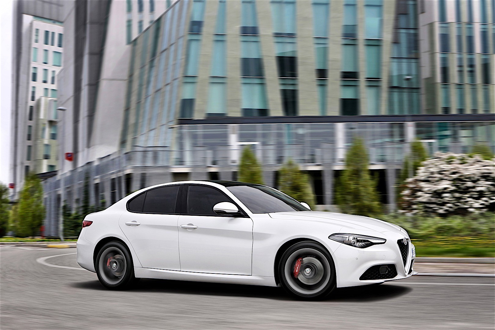 alfa romeo giulia specs 2016 2017 2018 autoevolution. Black Bedroom Furniture Sets. Home Design Ideas