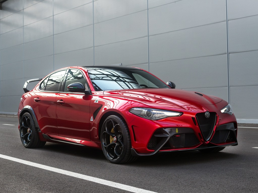 Alfa Romeo Giulia Gta Specs Photos 2020 2021 Autoevolution