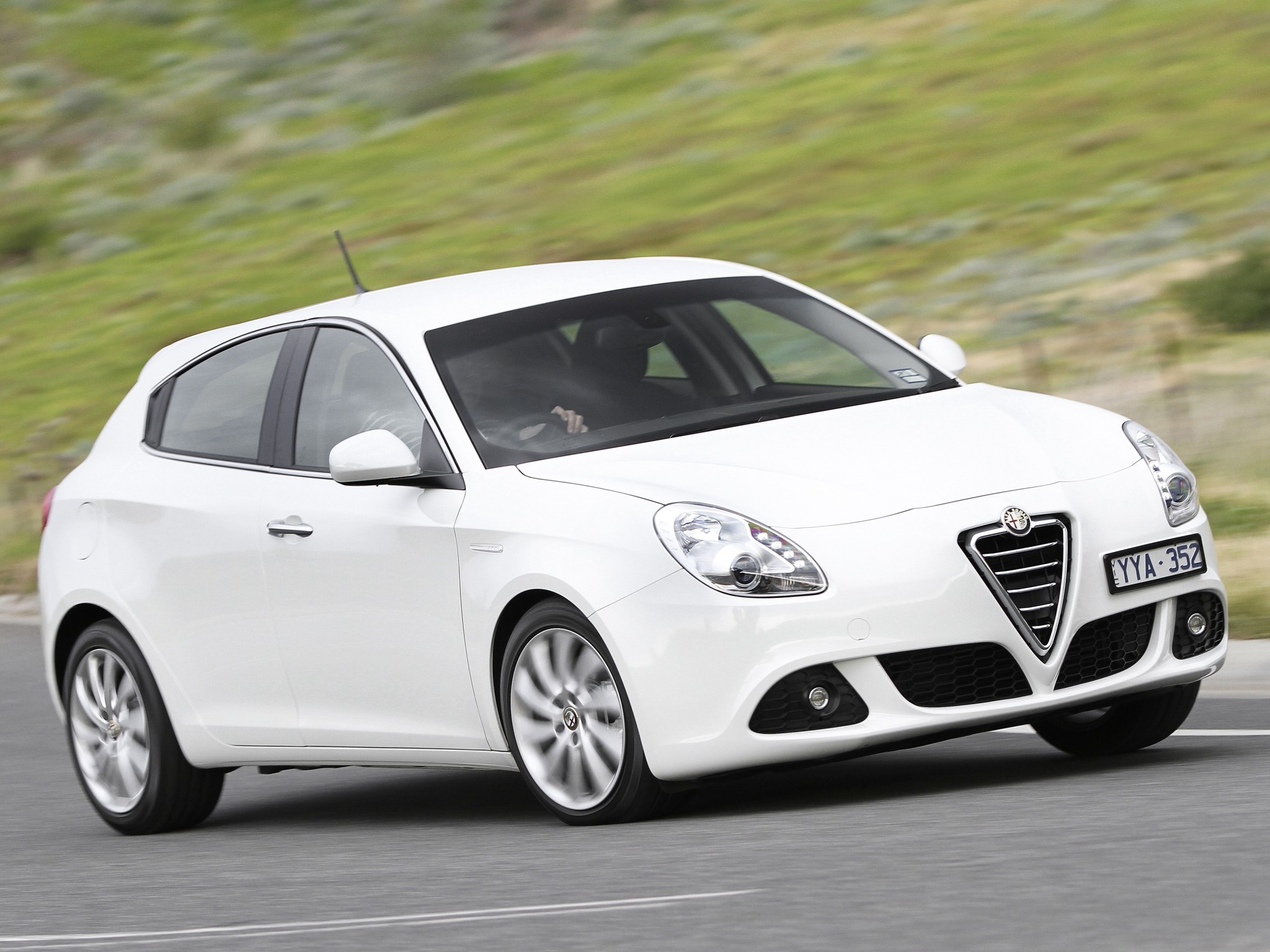 alfa romeo giulietta specs 2010 2011 2012 2013 2014 2015 2016 autoevolution. Black Bedroom Furniture Sets. Home Design Ideas