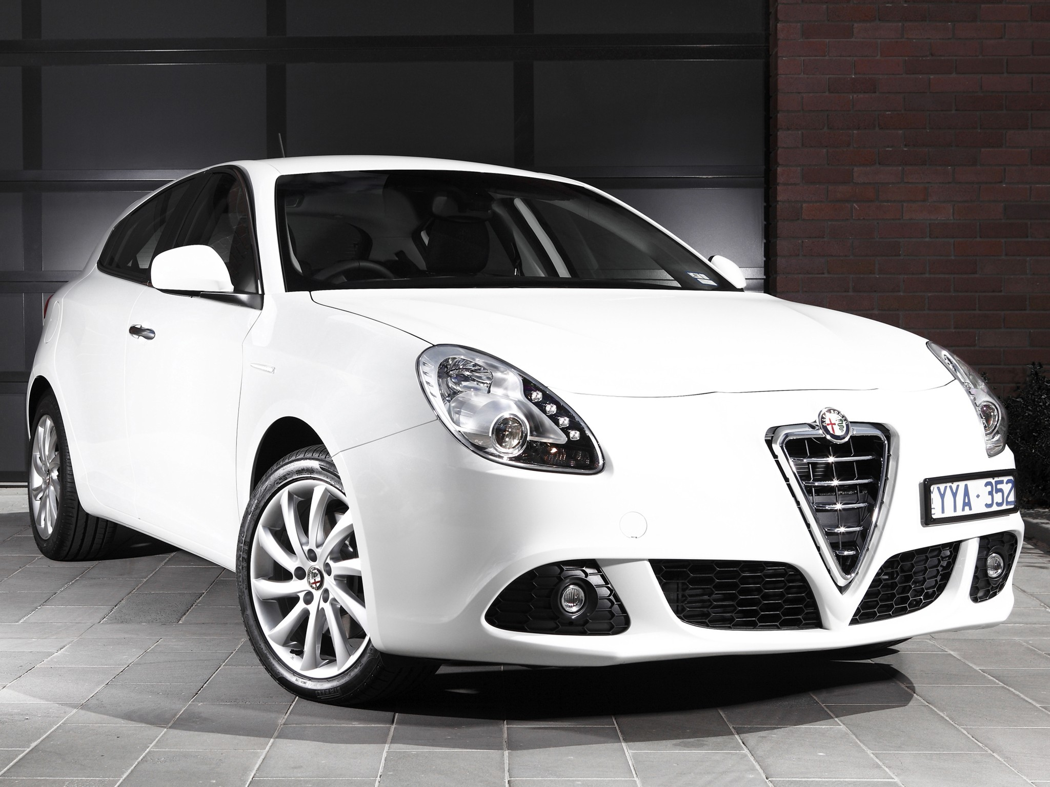 alfa romeo giulietta specs photos 2010 2011 2012. Black Bedroom Furniture Sets. Home Design Ideas