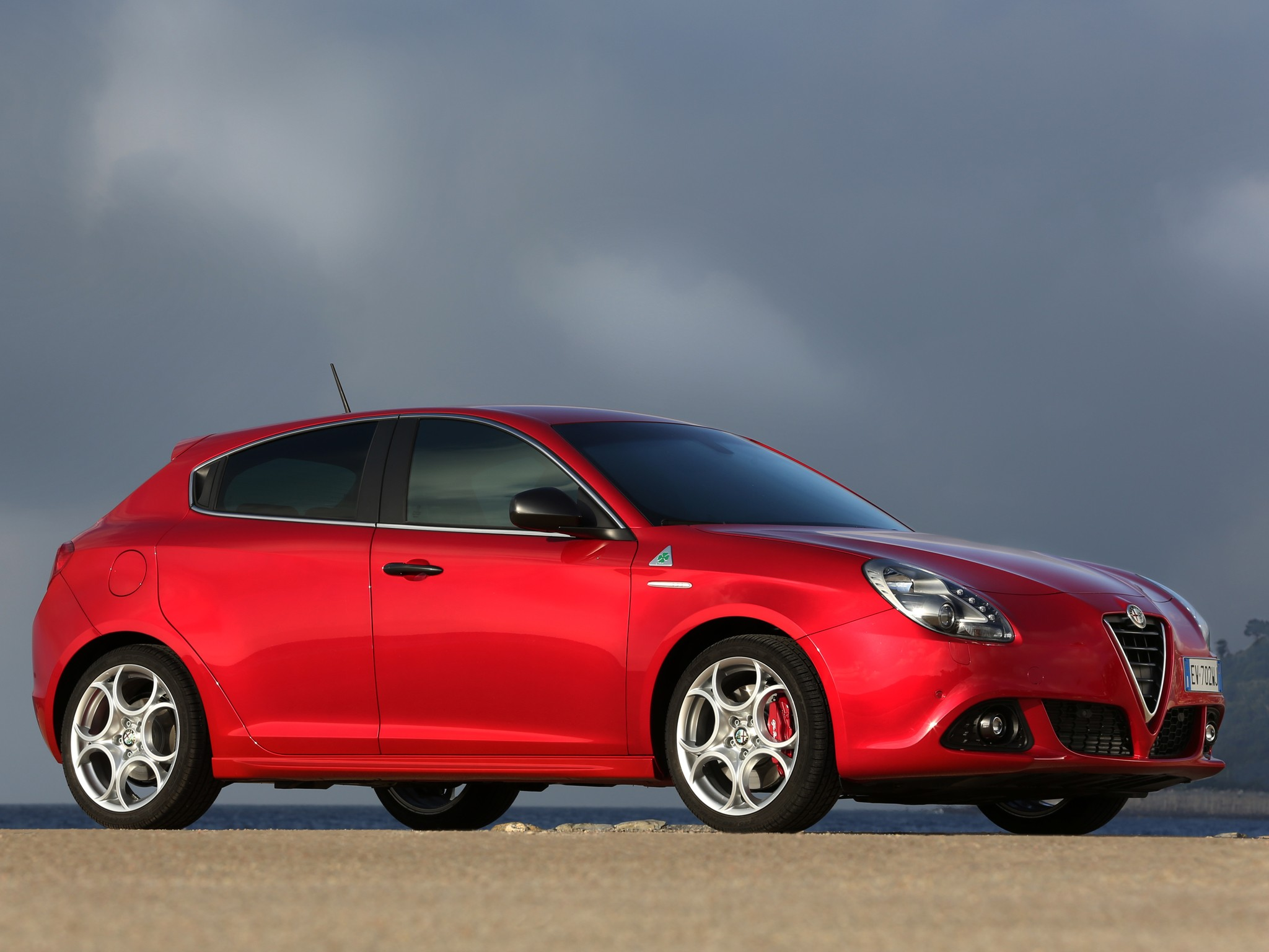 alfa romeo giulietta quadrifoglio verde specs 2011 2012. Black Bedroom Furniture Sets. Home Design Ideas
