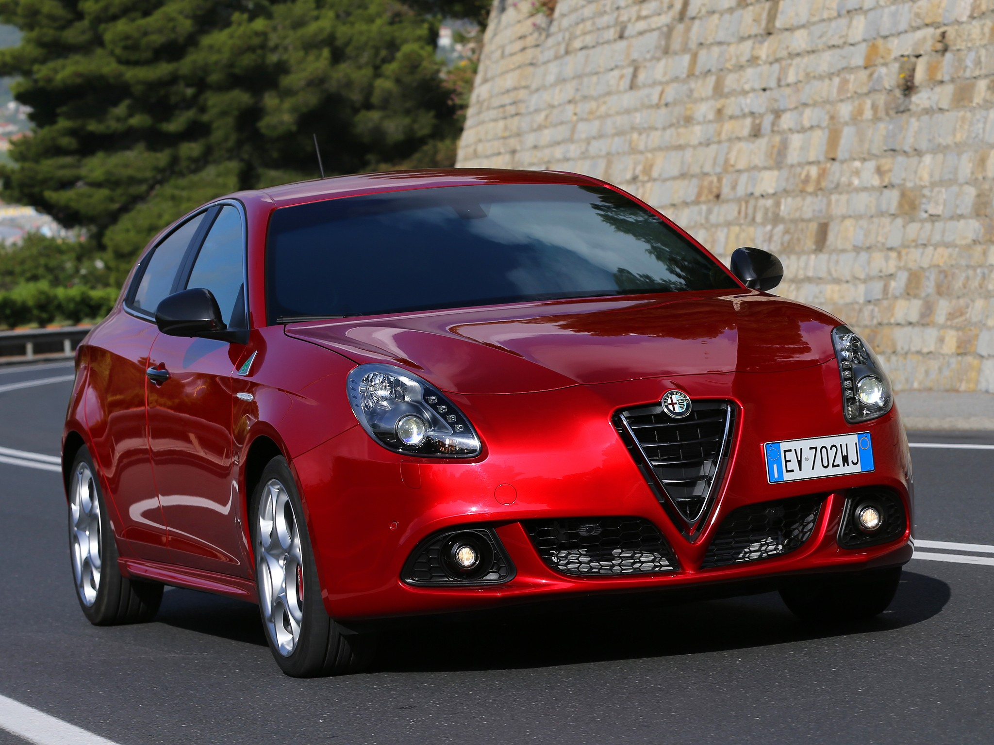 alfa romeo giulietta quadrifoglio verde 2011 2012 2013. Black Bedroom Furniture Sets. Home Design Ideas