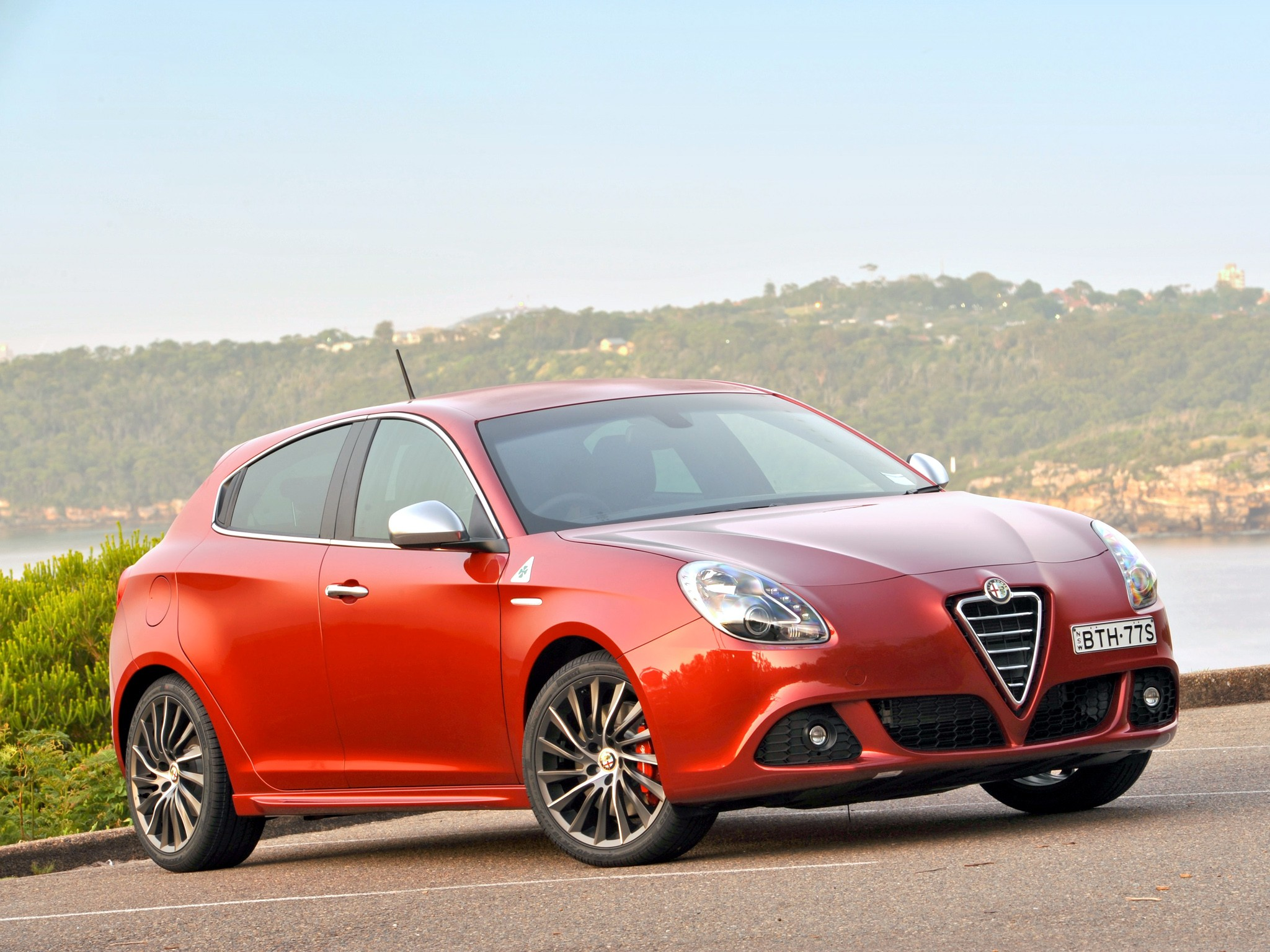 alfa romeo giulietta quadrifoglio verde specs photos. Black Bedroom Furniture Sets. Home Design Ideas