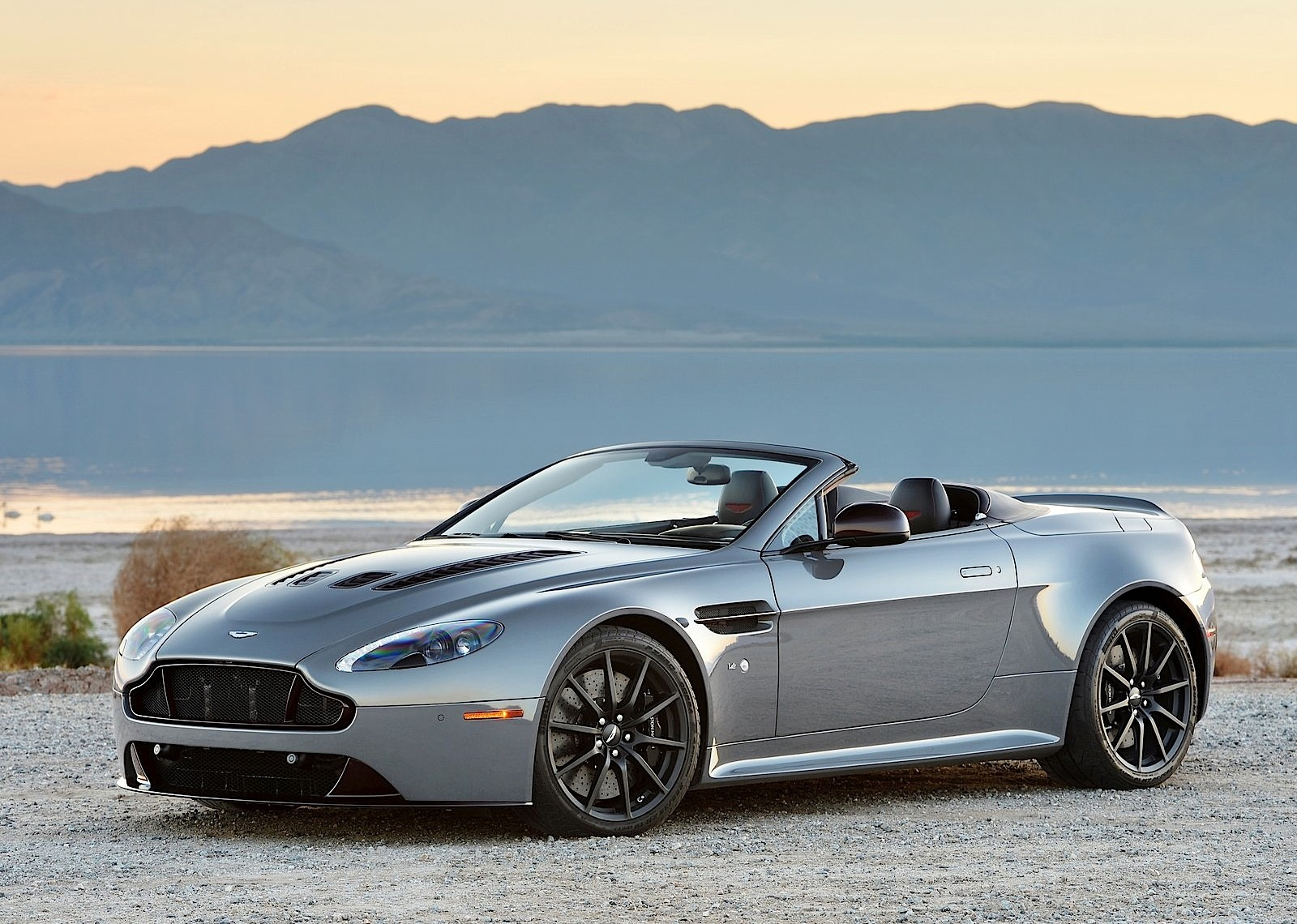 aston martin v12 vantage s roadster 2014 2015 2016 2017 autoevolution. Black Bedroom Furniture Sets. Home Design Ideas