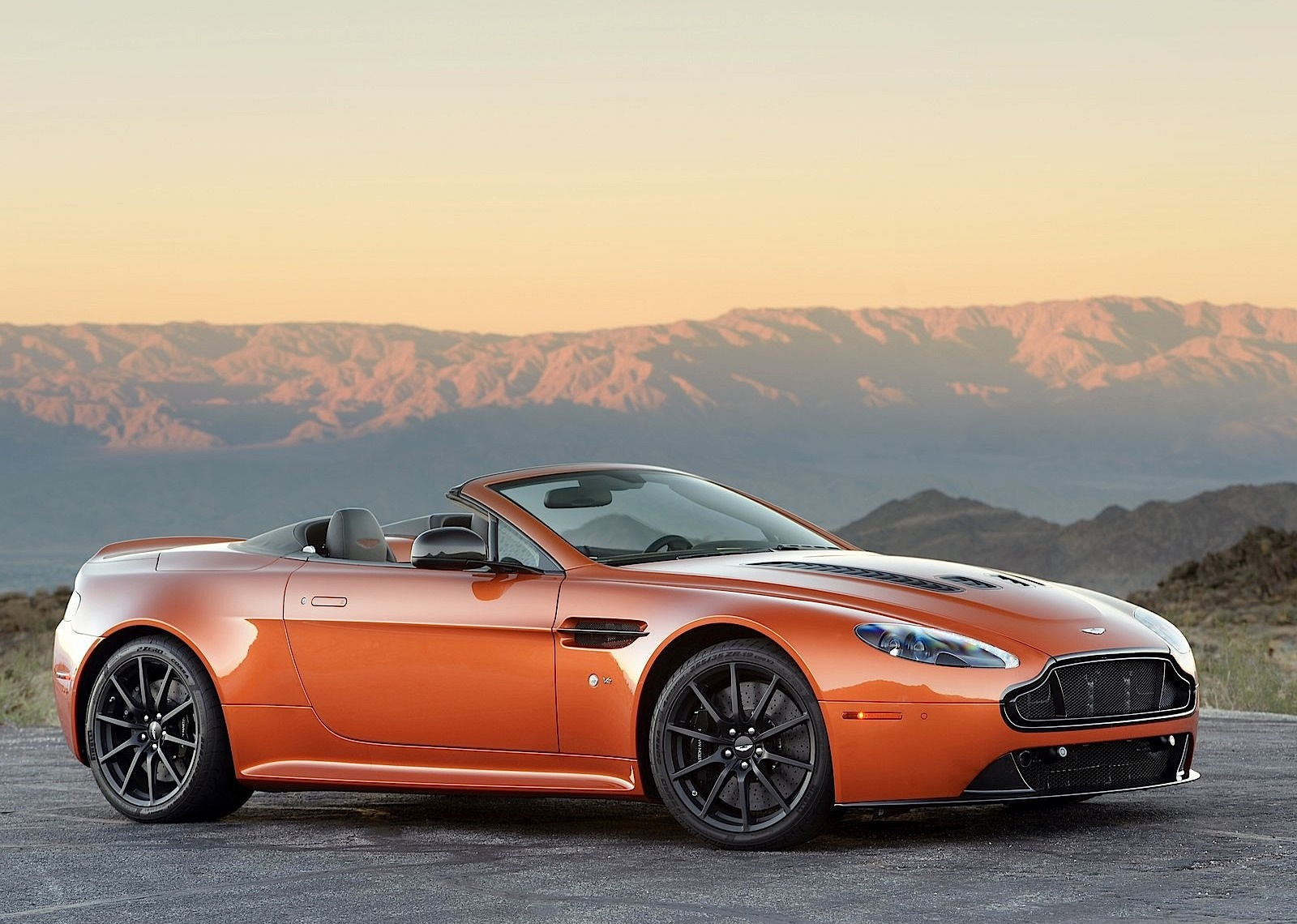 aston martin v12 vantage s roadster specs 2014 2015 2016 2017 2018 autoevolution. Black Bedroom Furniture Sets. Home Design Ideas