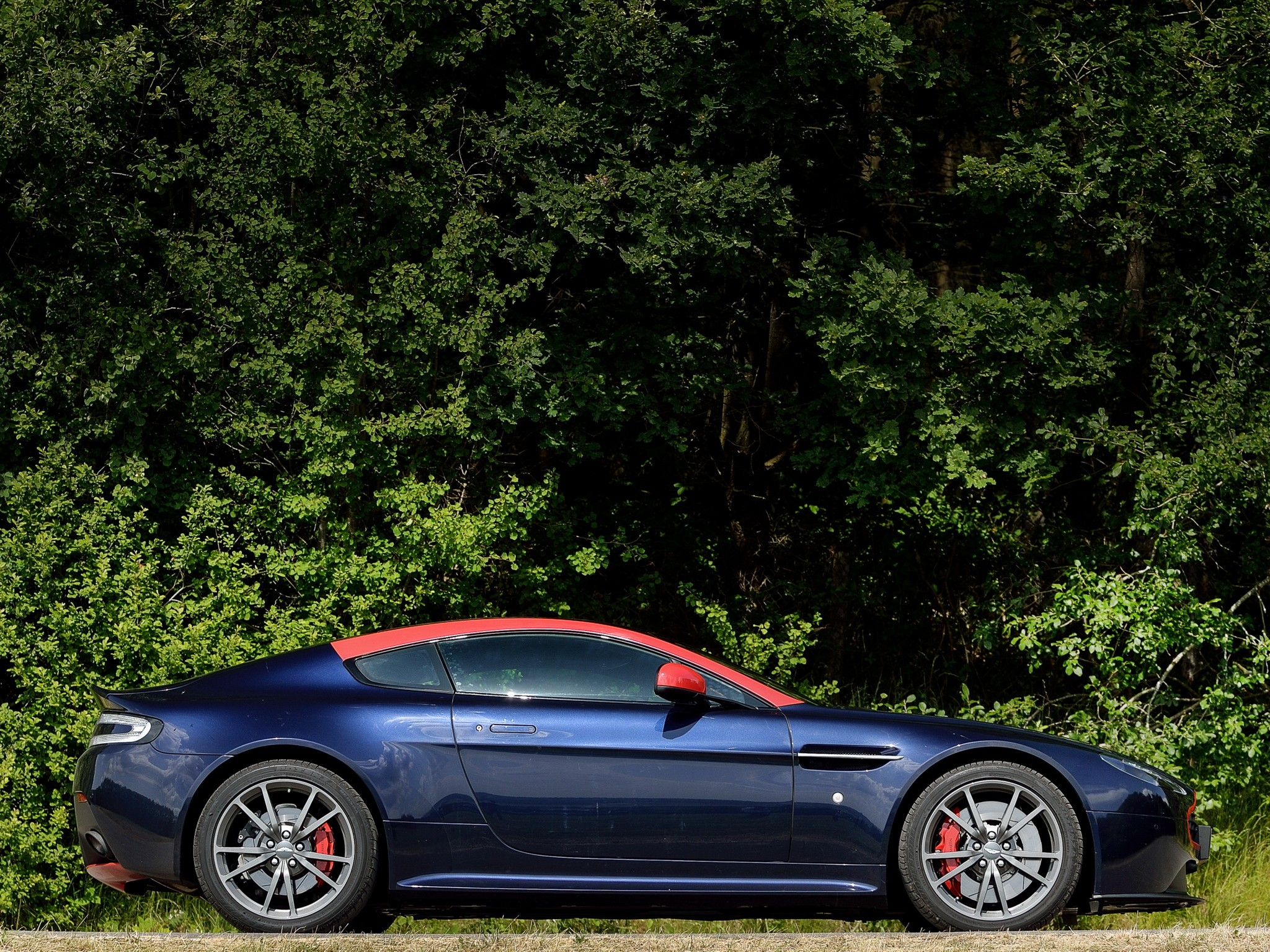 Aston Martin V8 Vantage N420 Spezifikationen Fotos 2010 2011 2012 2013 2014 Autoevolution In Deutscher Sprache