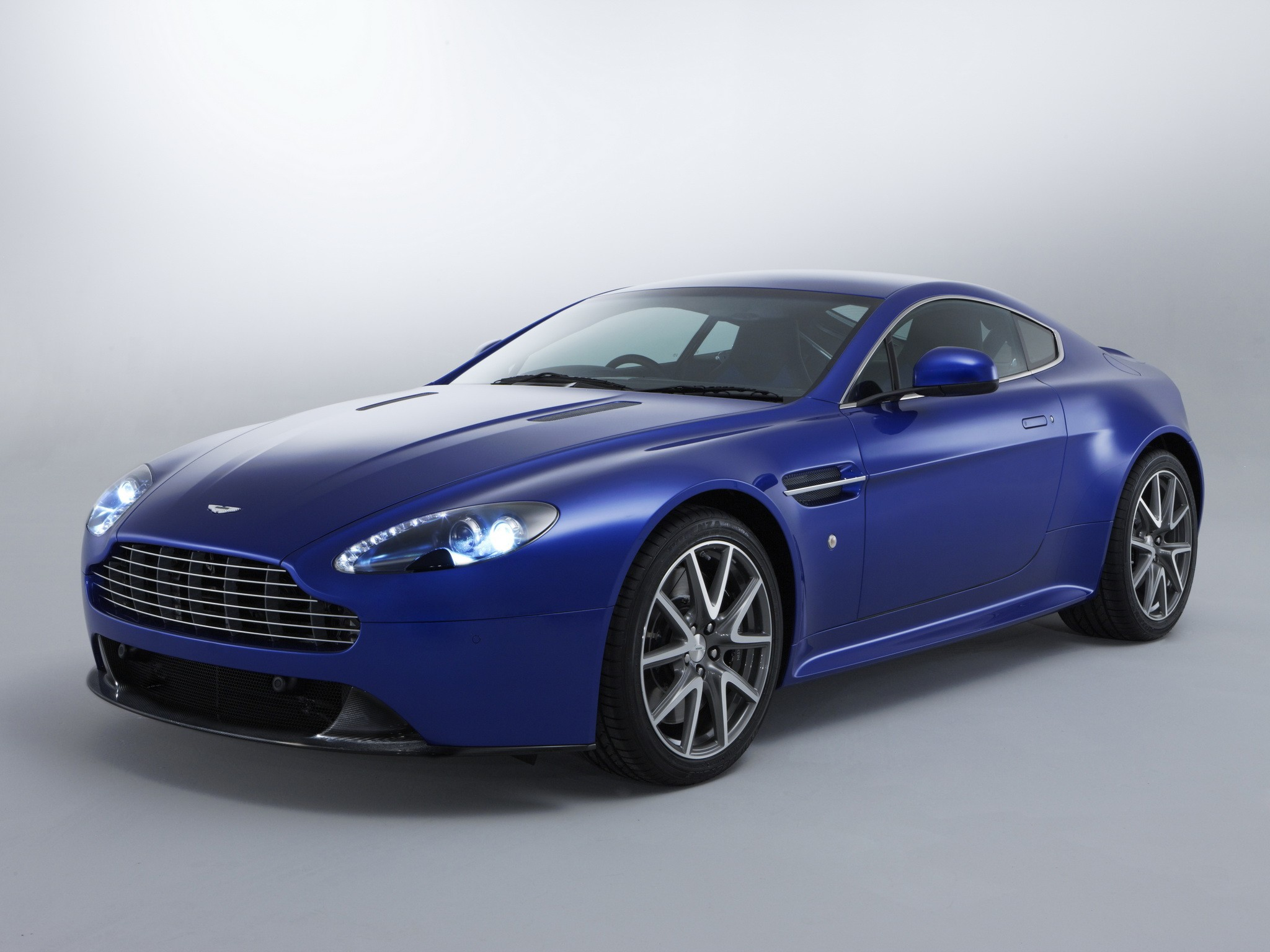 aston martin v8 vantage s 2011 2012 2013 2014 2015 2016 autoevolution. Black Bedroom Furniture Sets. Home Design Ideas