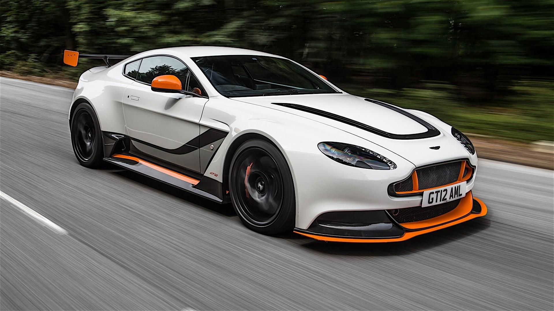 Aston Martin Vantage Gt12 Spezifikationen Fotos 2015 2016 Autoevolution In Deutscher Sprache