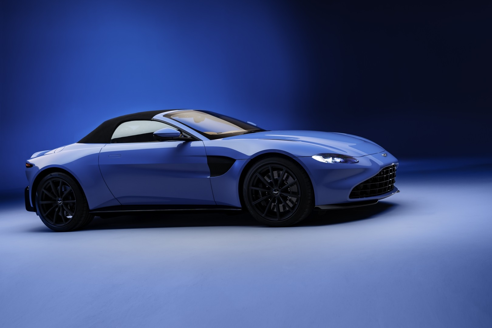 Aston Martin Vantage Roadster Specs Photos 2020 2021 Autoevolution