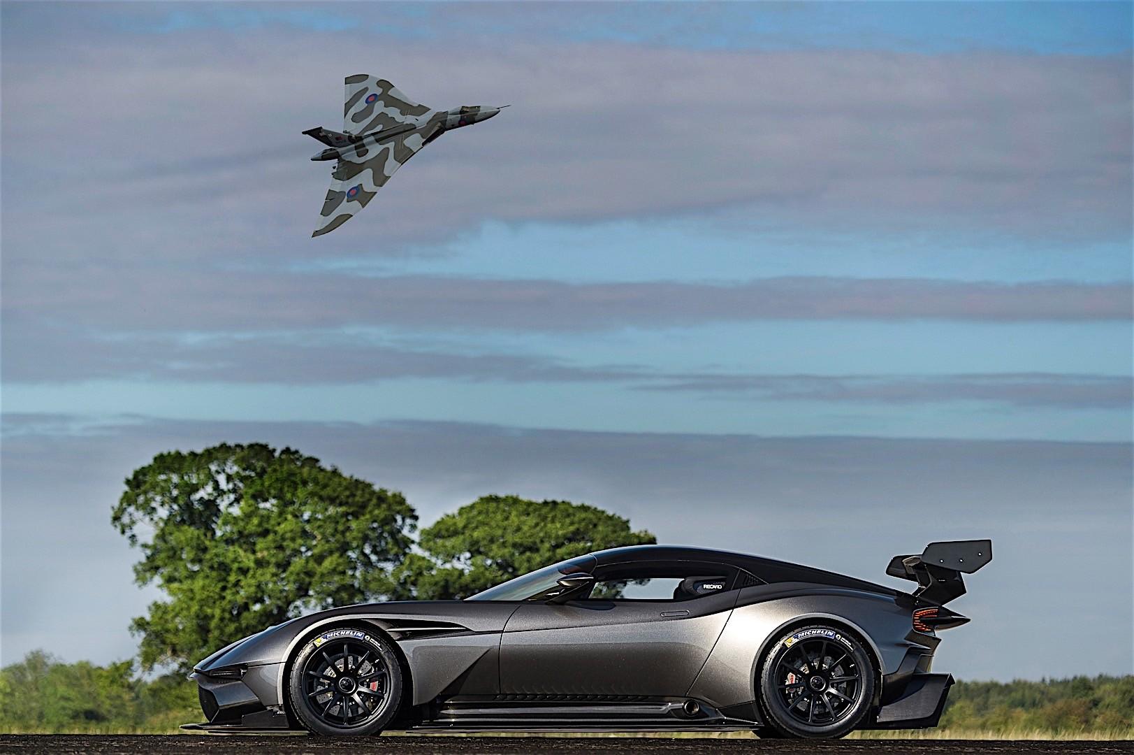 Aston Martin Vulcan Specs Amp Photos 2016 2017 2018