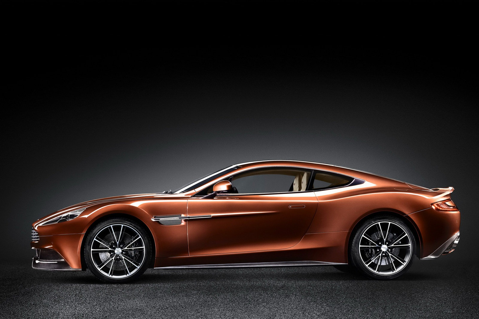 aston martin vanquish specs 2012 2013 2014 2015 2016 2017 2018 autoevolution. Black Bedroom Furniture Sets. Home Design Ideas