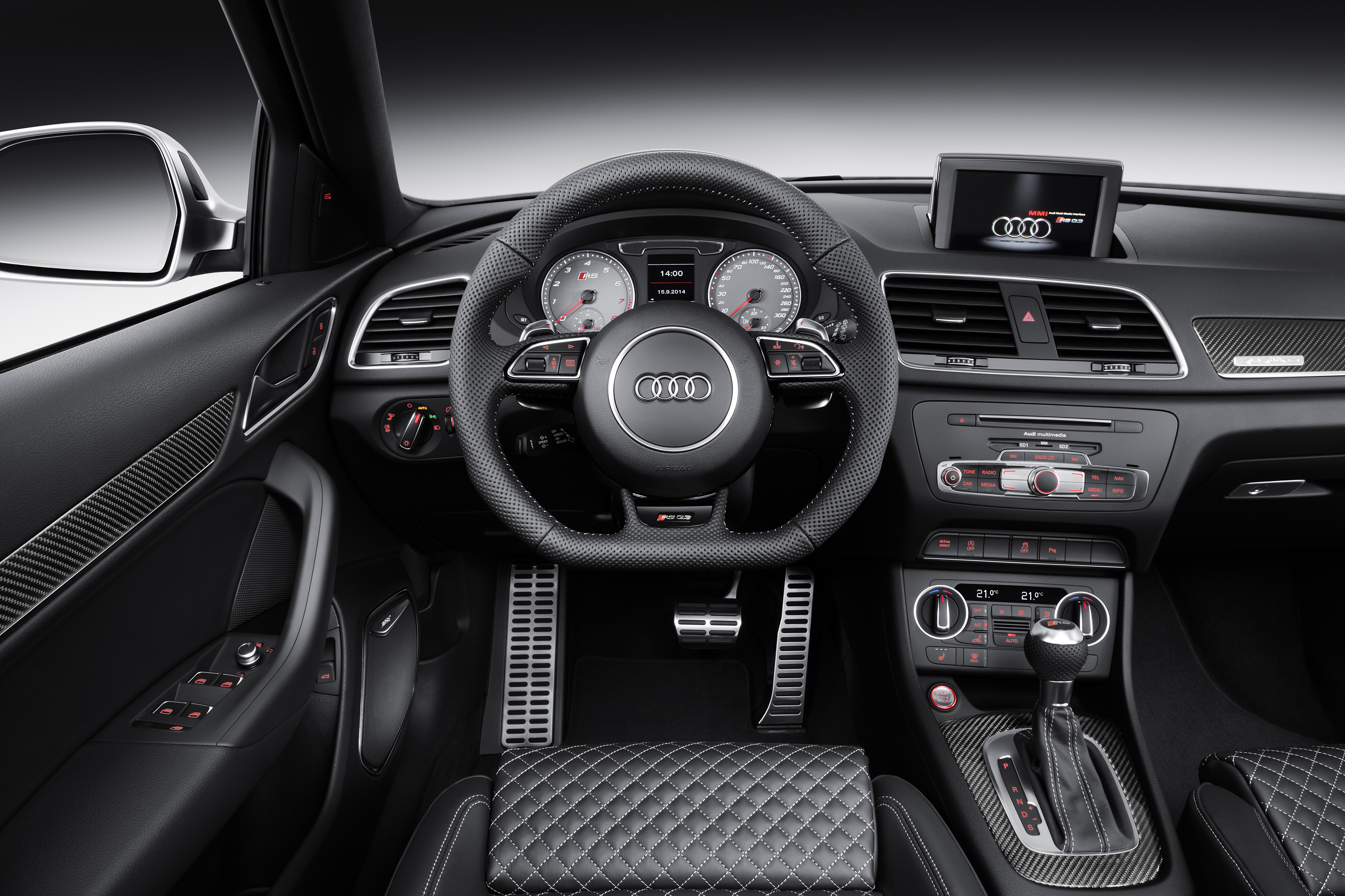 Audi rs q3 facelift specs 2015 2016 2017 autoevolution for Interieur x2