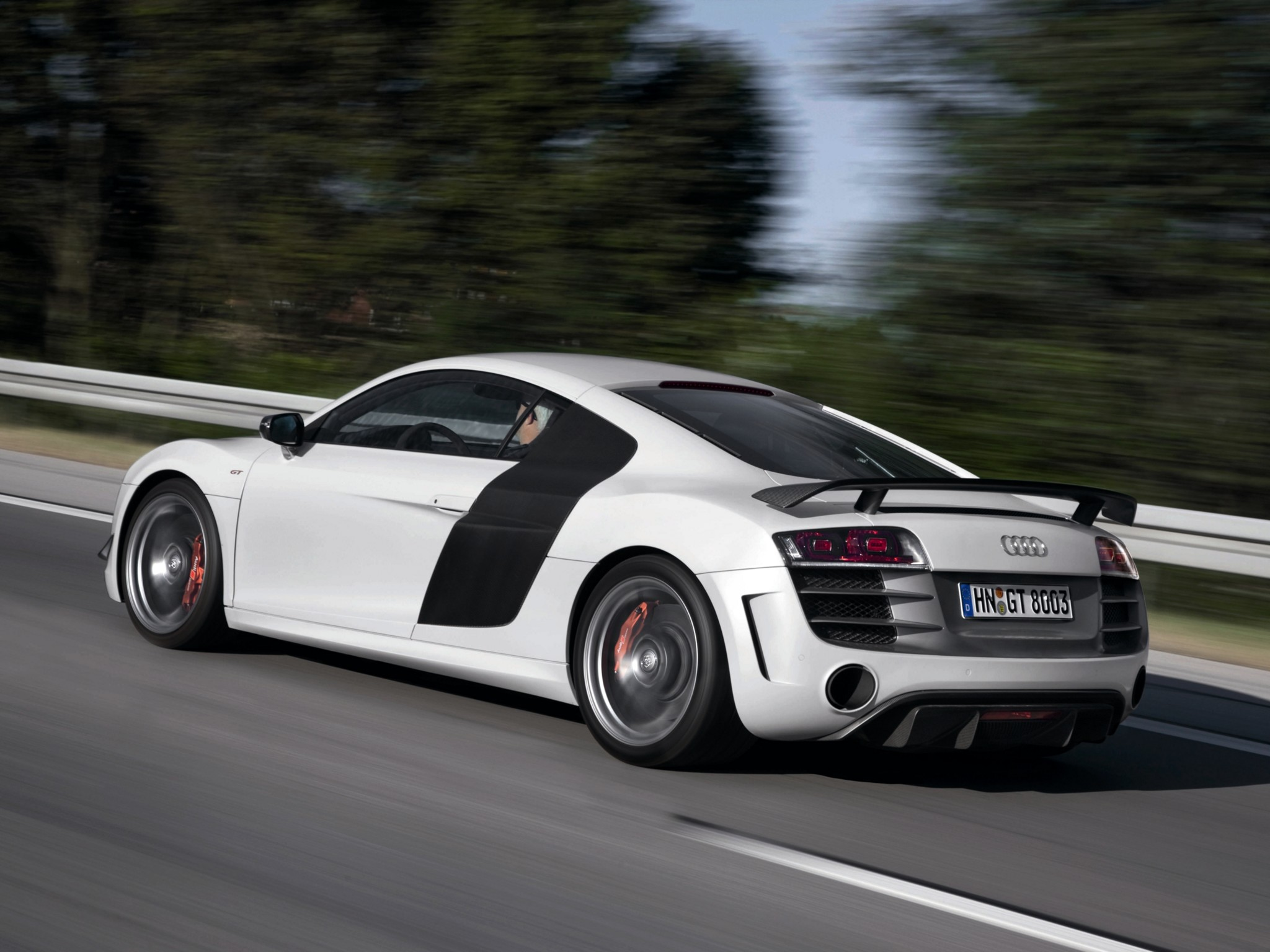Audi r8 gt 2010 2011 2012 2013 autoevolution for Interieur tuning auto