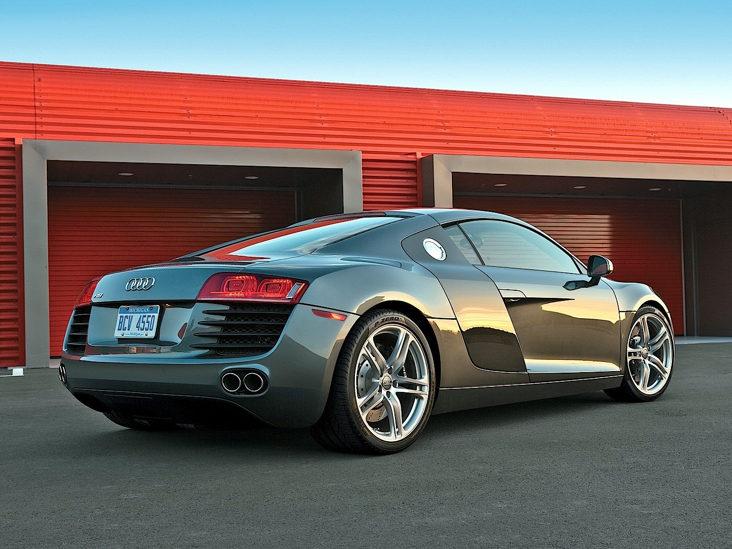 audi r8 v8 specs photos 2007 2008 2009 2010 2011 2012 autoevolution. Black Bedroom Furniture Sets. Home Design Ideas