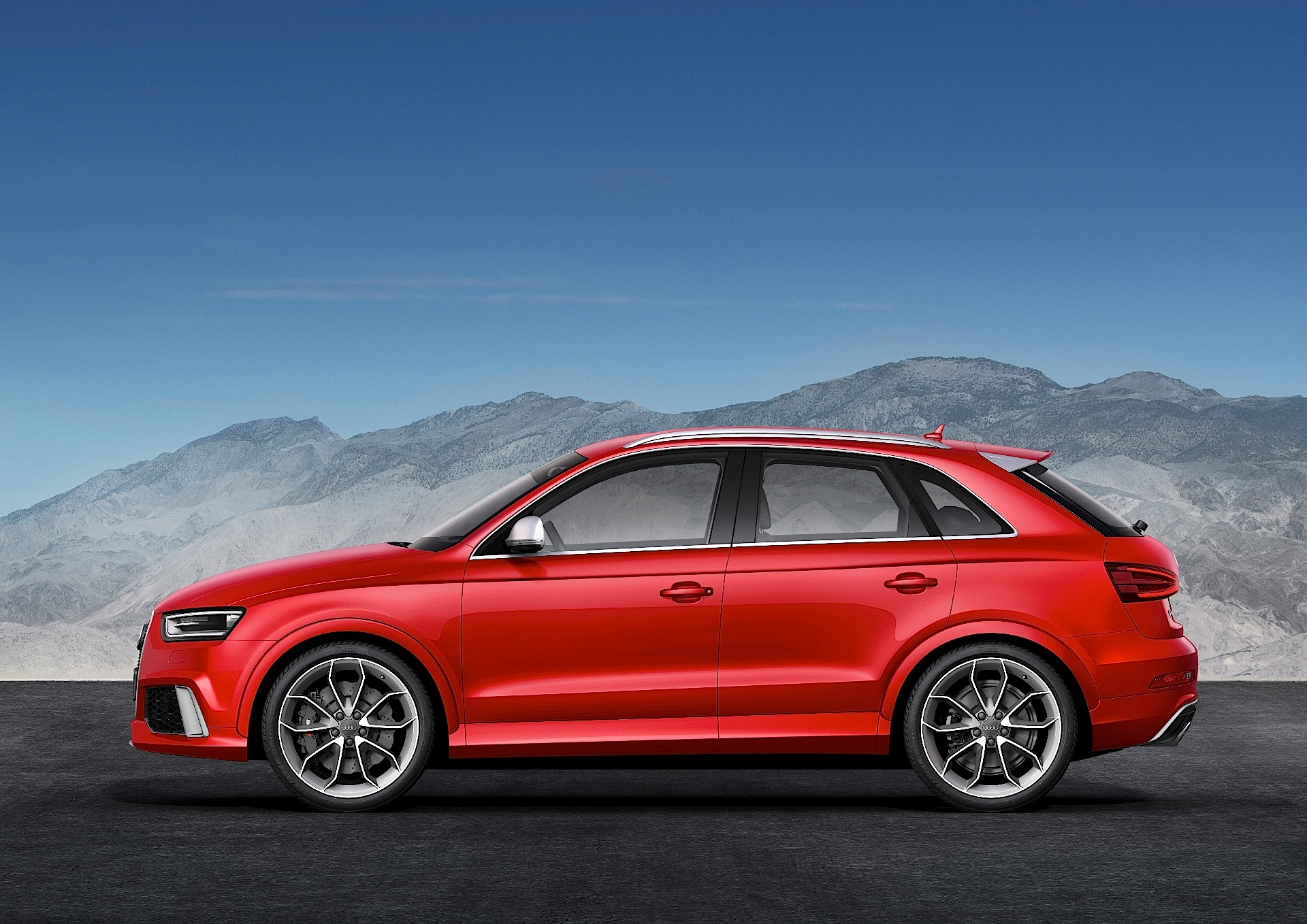 audi rs q3 specs 2013 2014 2015 autoevolution. Black Bedroom Furniture Sets. Home Design Ideas