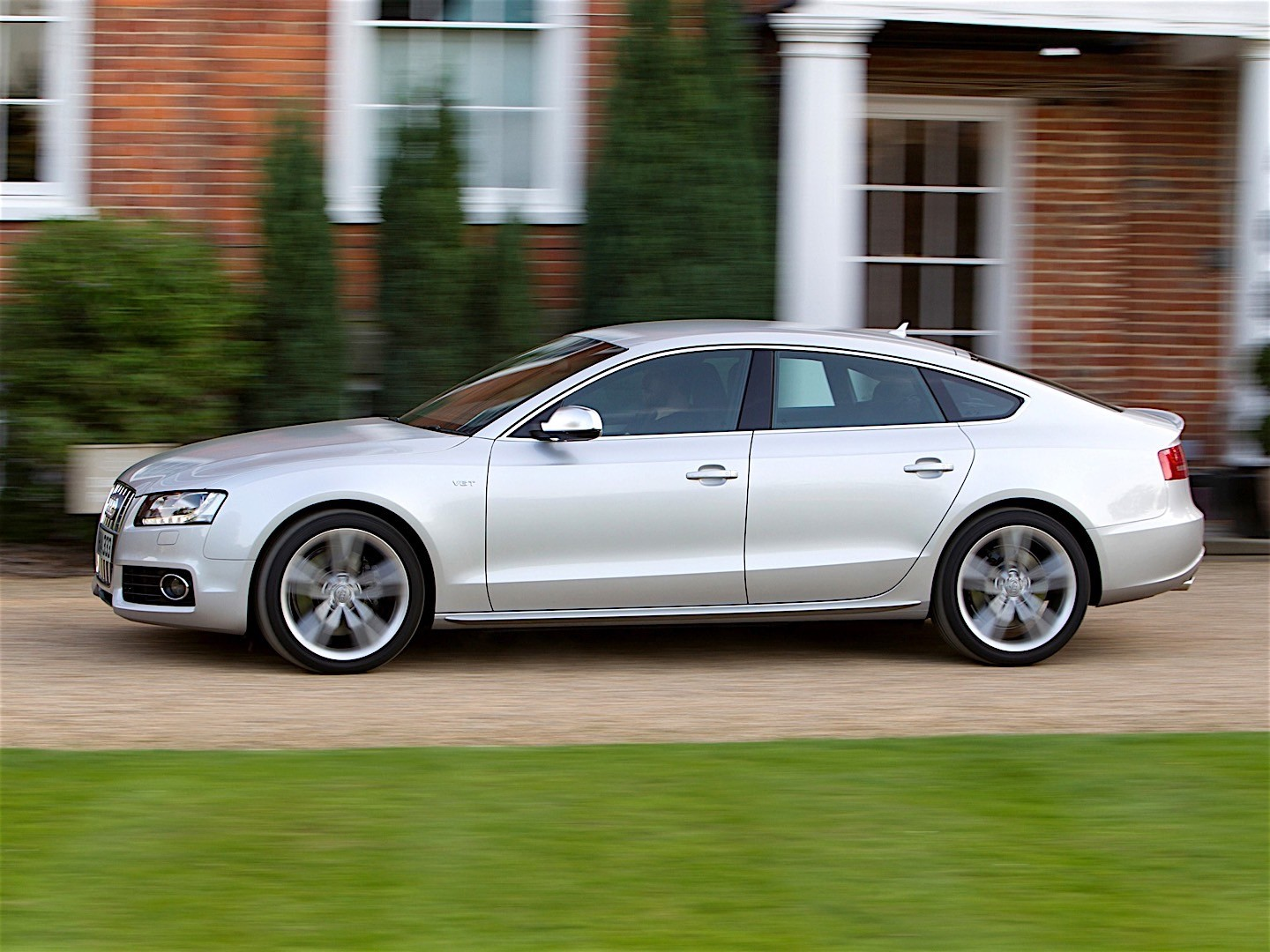 audi s5 sportback specs 2010 2011 autoevolution. Black Bedroom Furniture Sets. Home Design Ideas