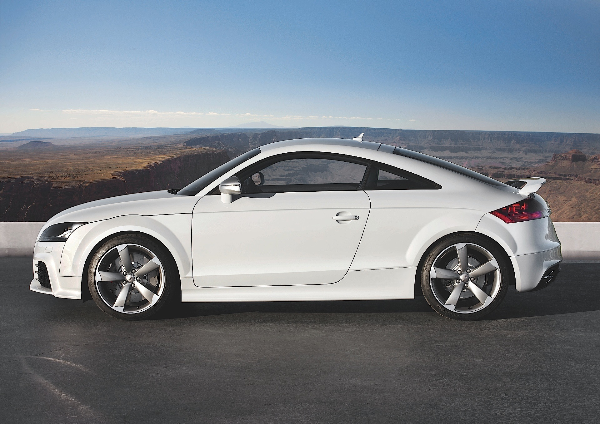 audi tt rs coupe specs 2009 2010 2011 2012 2013 2014 autoevolution. Black Bedroom Furniture Sets. Home Design Ideas