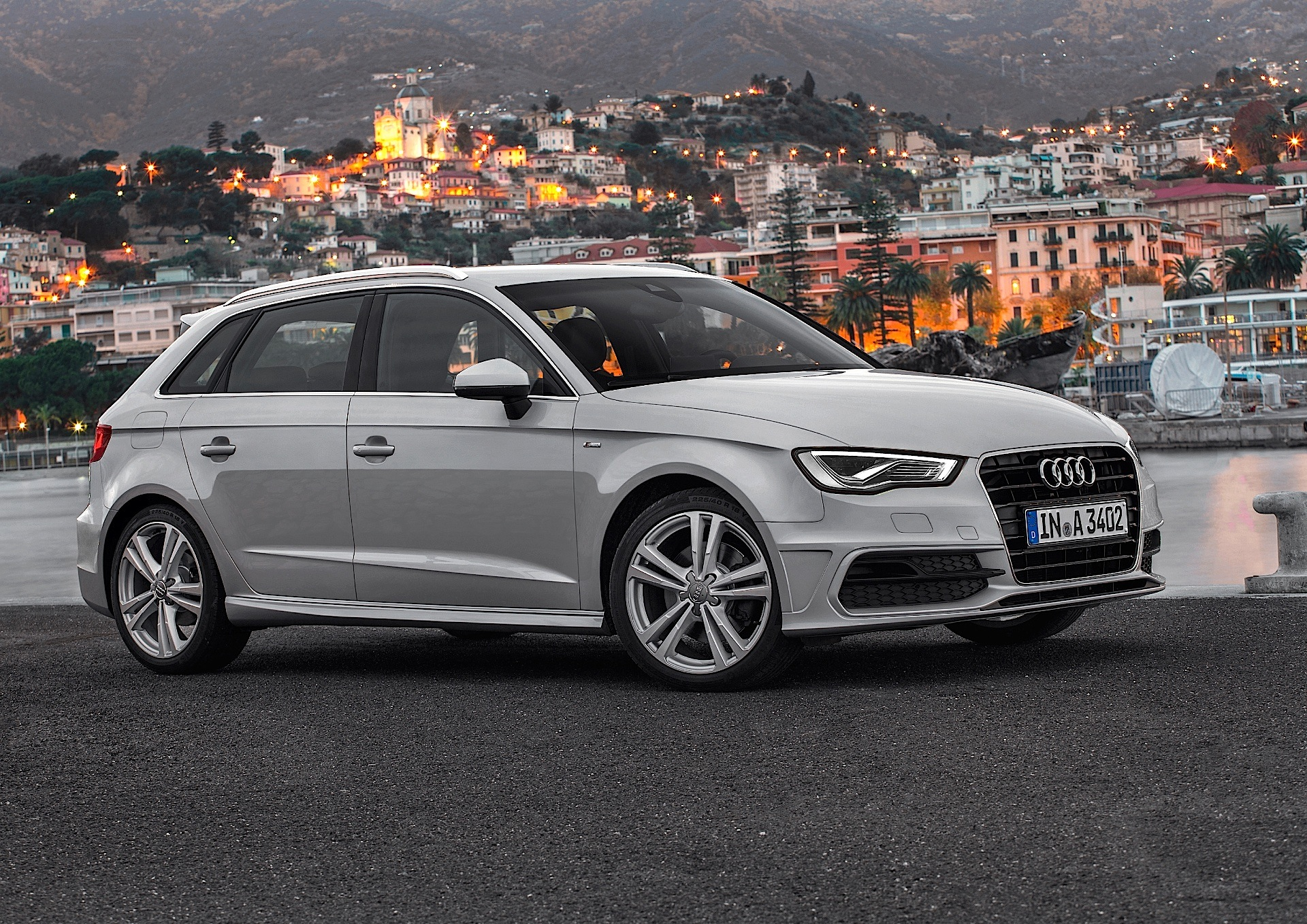 audi a3 sportback 5 doors 2012 2013 2014 2015 2016 2017 autoevolution. Black Bedroom Furniture Sets. Home Design Ideas