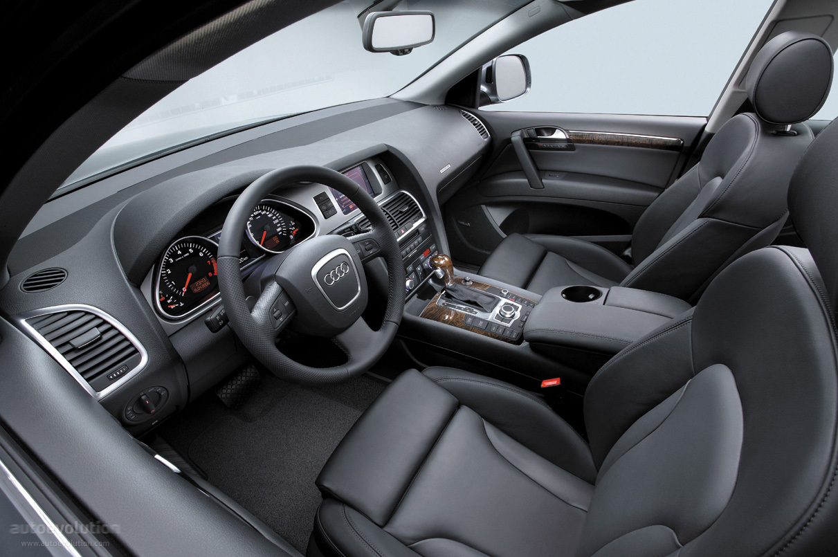 Audi q7 specs 2006 2007 2008 2009 autoevolution for Binnen interieur
