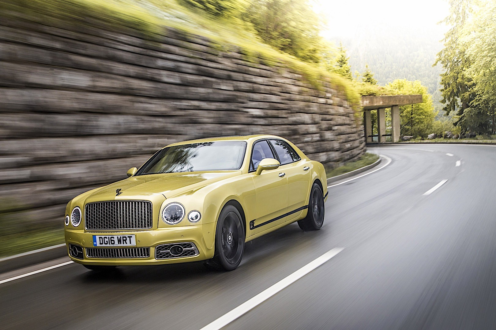 bentley mulsanne 2016 2017 autoevolution. Black Bedroom Furniture Sets. Home Design Ideas