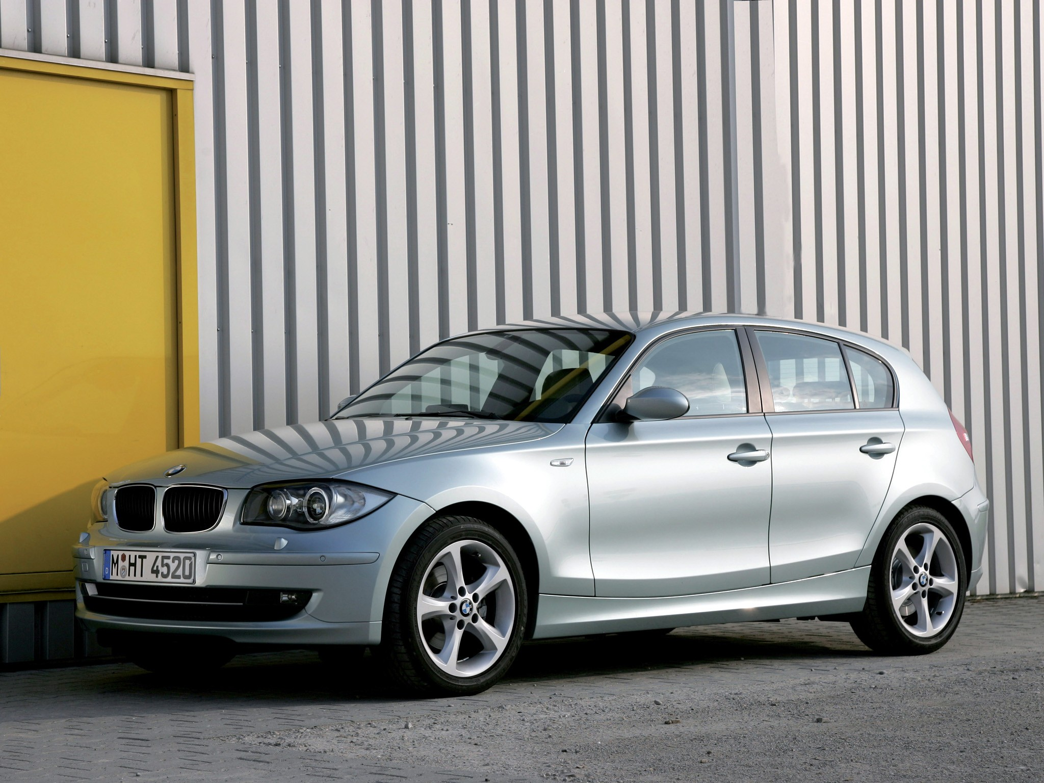 bmw 1 series e87 specs photos 2007 2008 2009 2010 2011 autoevolution. Black Bedroom Furniture Sets. Home Design Ideas