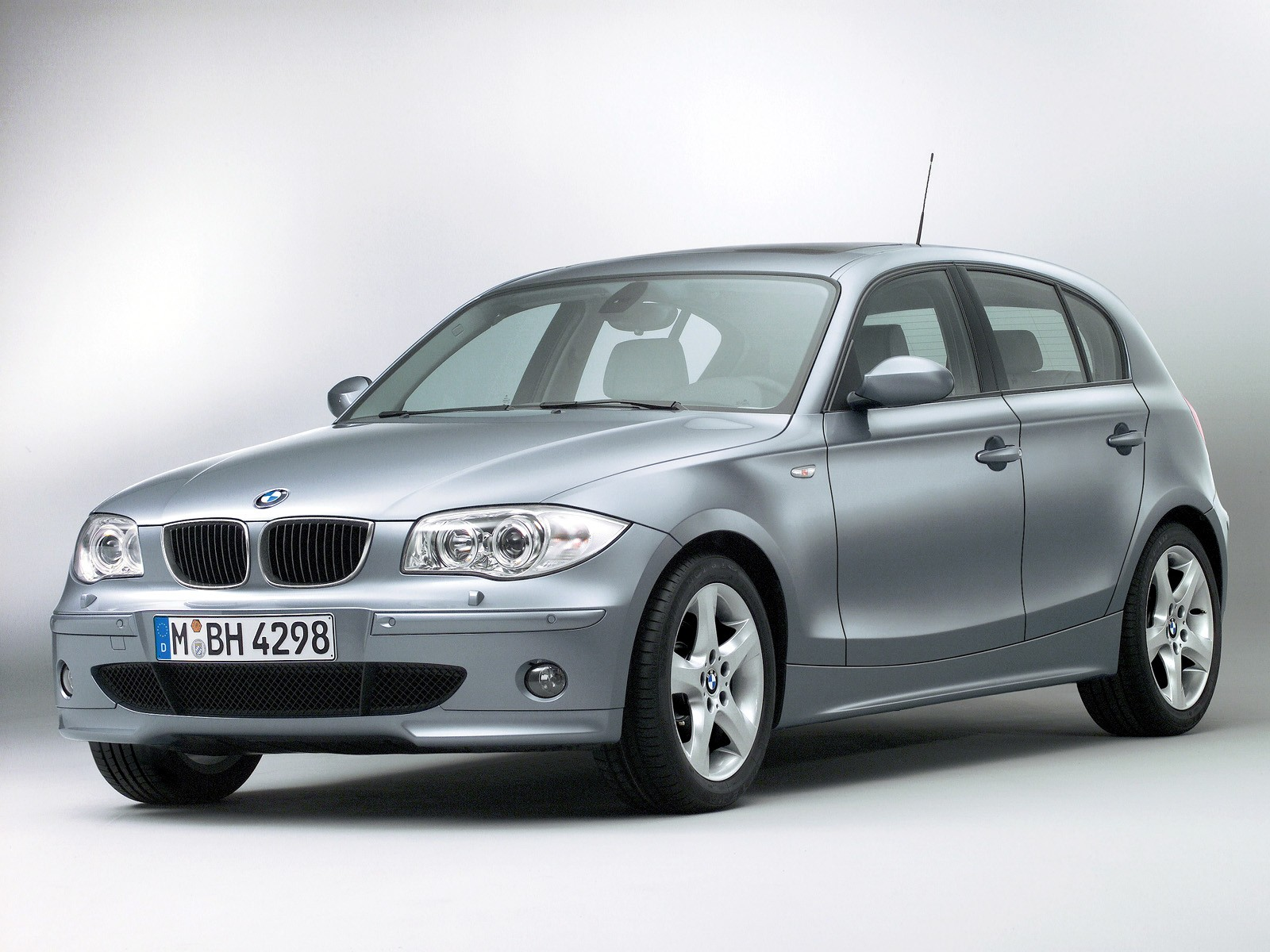 bmw 1 series e87 specs photos 2004 2005 2006 2007. Black Bedroom Furniture Sets. Home Design Ideas