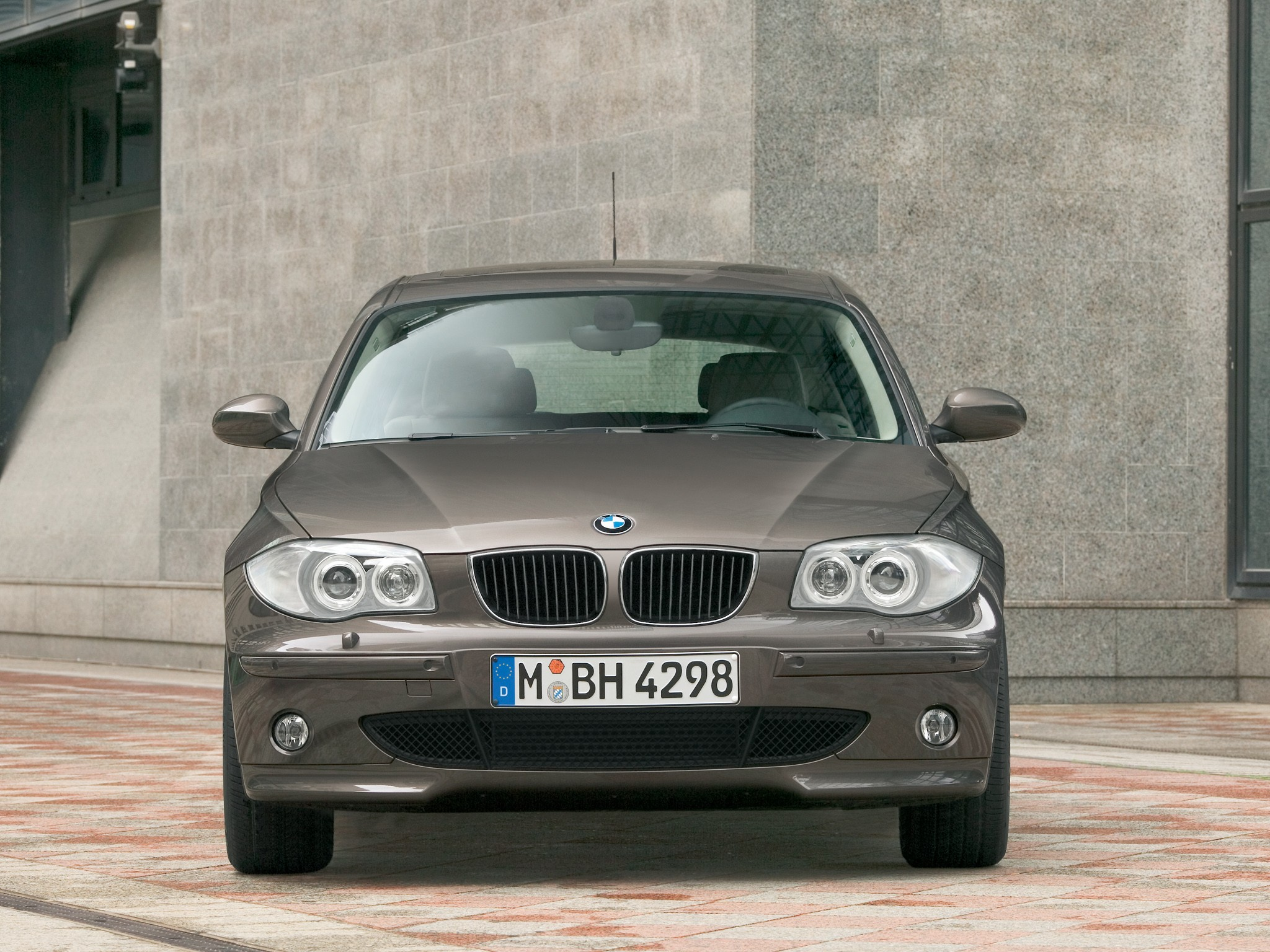 bmw 1 series e87 specs photos 2004 2005 2006 2007 autoevolution. Black Bedroom Furniture Sets. Home Design Ideas