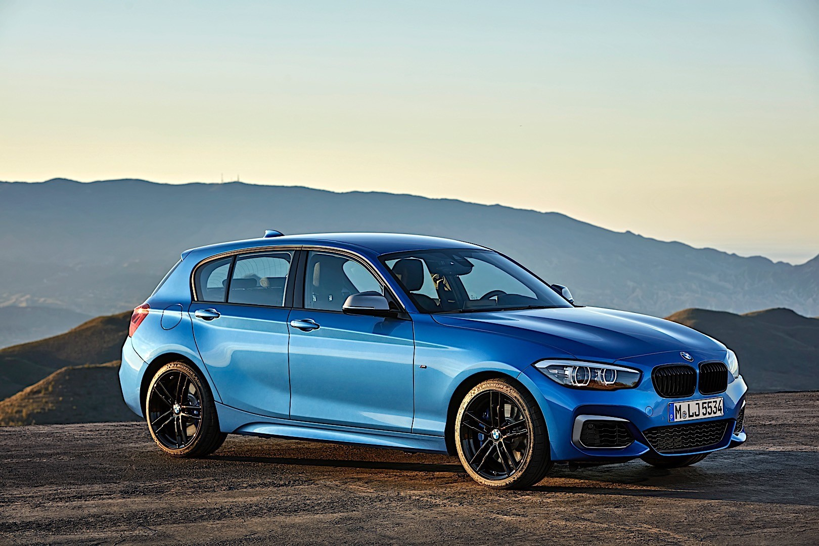bmw 1 series f20 lci specs photos 2017 2018 autoevolution. Black Bedroom Furniture Sets. Home Design Ideas