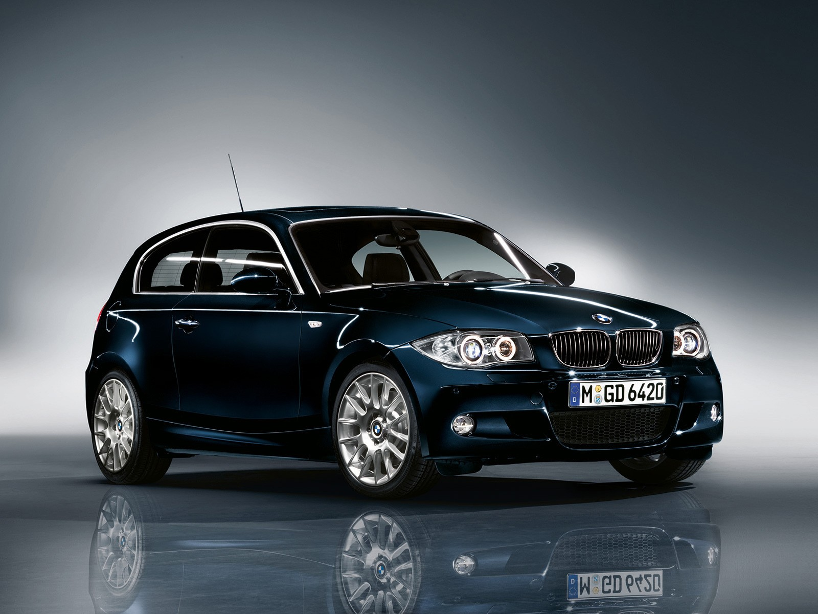 bmw 1 series 3 doors e81 specs photos 2007 2008 2009 2010 2011 autoevolution. Black Bedroom Furniture Sets. Home Design Ideas