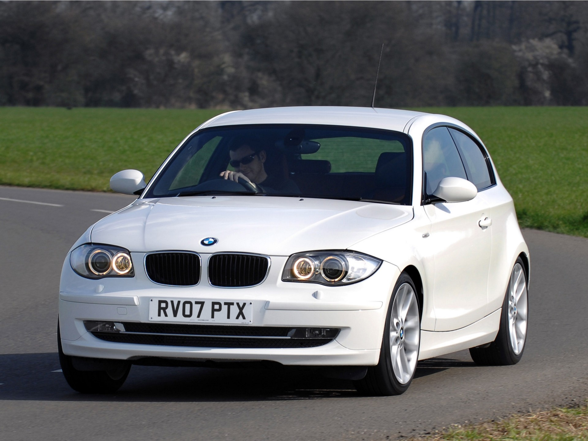 bmw 1 series 3 doors e81 specs 2007 2008 2009 2010 2011 autoevolution. Black Bedroom Furniture Sets. Home Design Ideas