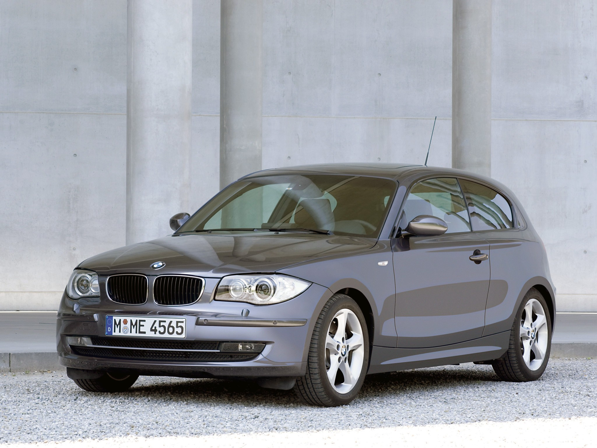 2010 BMW 1 Series 3 door photo - 3