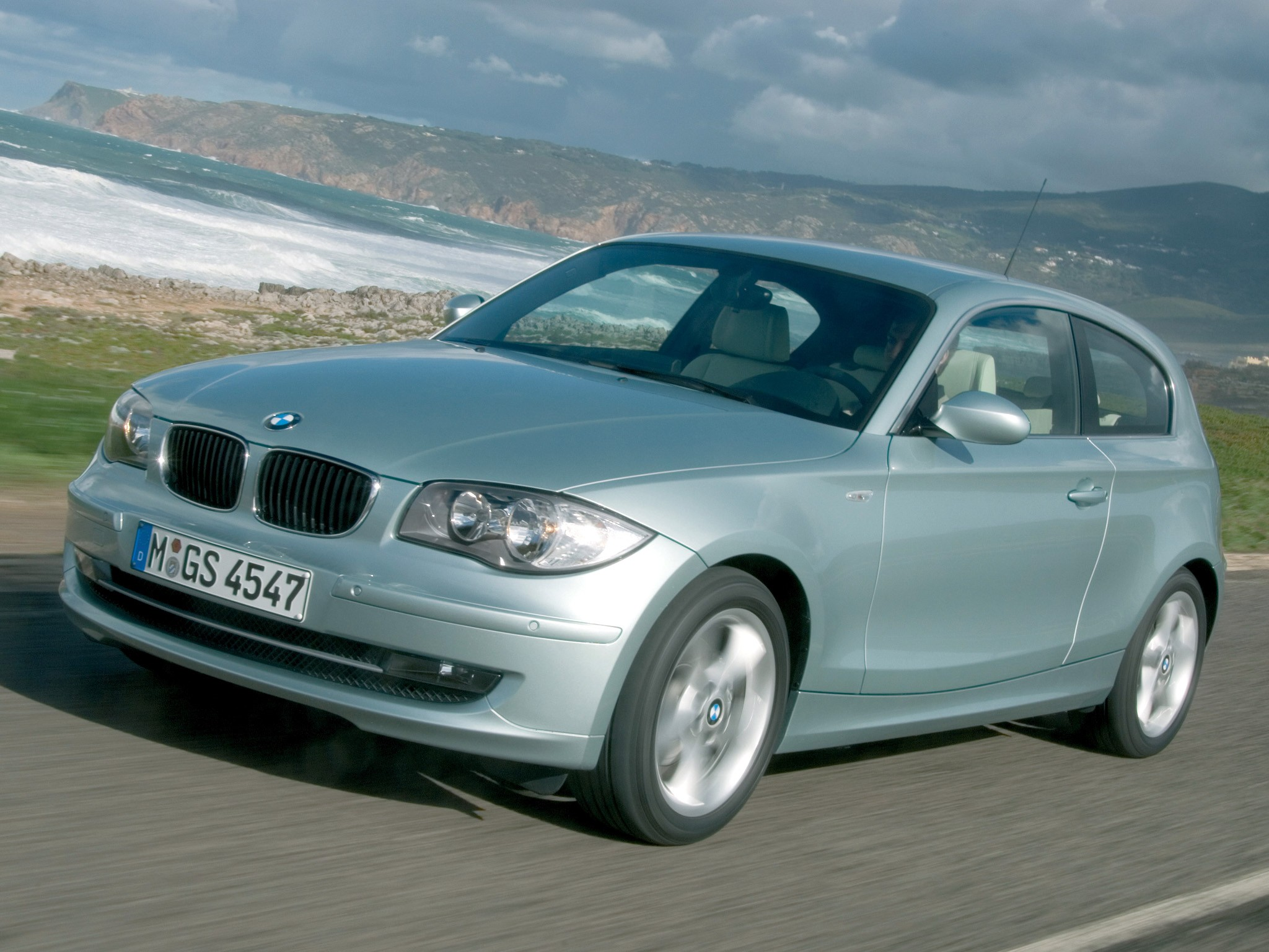 2010 BMW 1 Series 3 door photo - 2