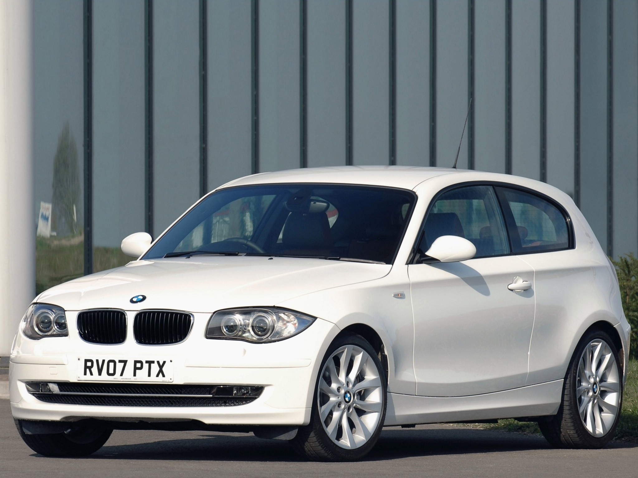 bmw 1 series 3 doors e81 2007 2008 2009 2010 2011 autoevolution. Black Bedroom Furniture Sets. Home Design Ideas