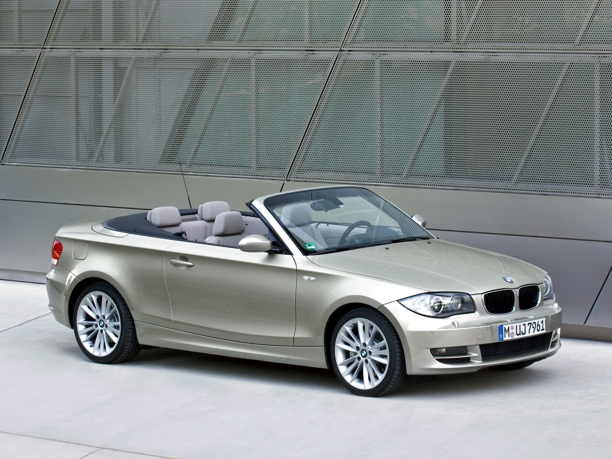 bmw 1 series cabriolet e88 specs 2008 2009 2010. Black Bedroom Furniture Sets. Home Design Ideas