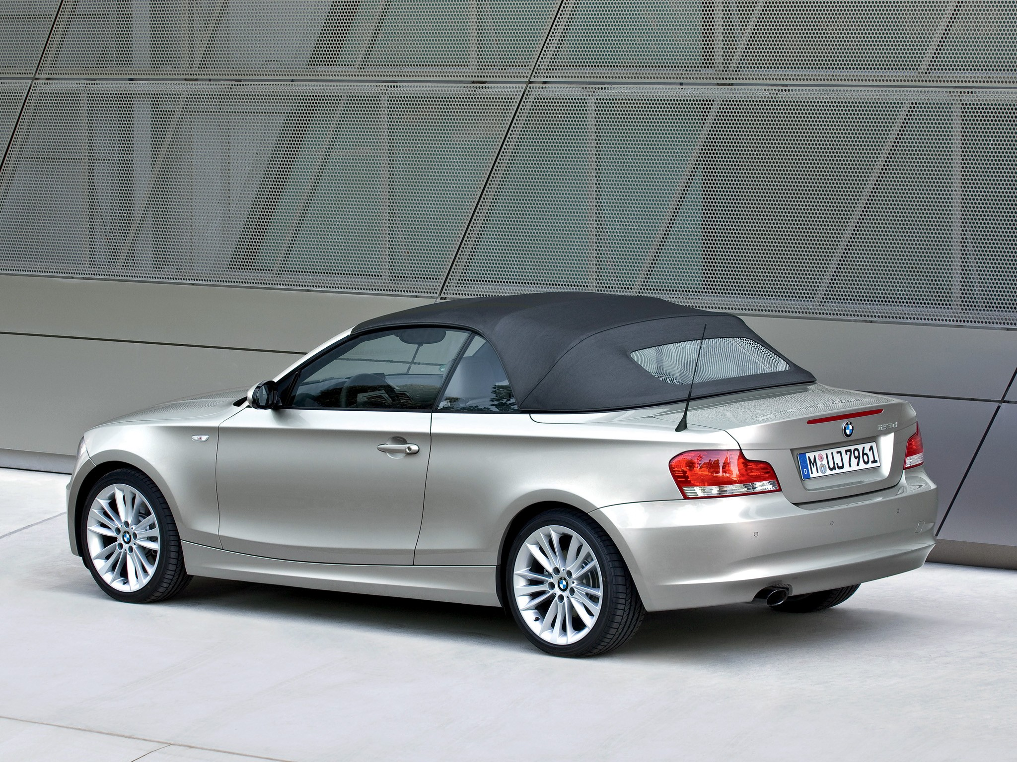 2010 BMW 1 Series Cabrio photo - 1