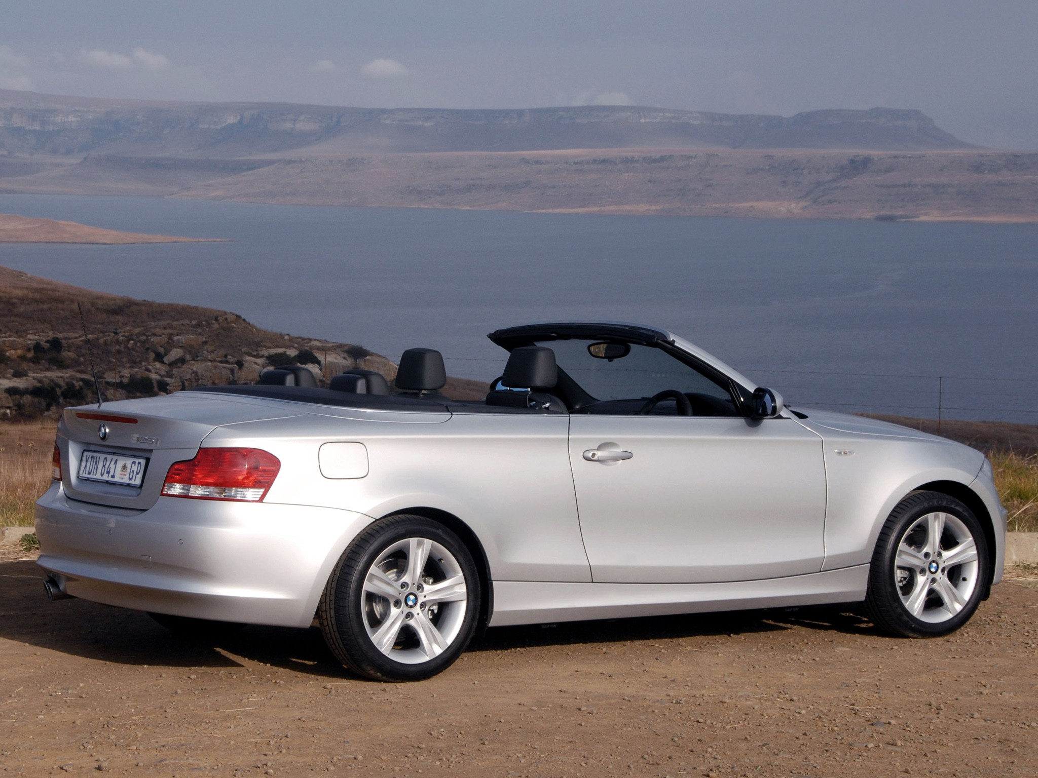 BMW 1 Series Cabriolet (E88) specs & photos - 2010, 2011 ...