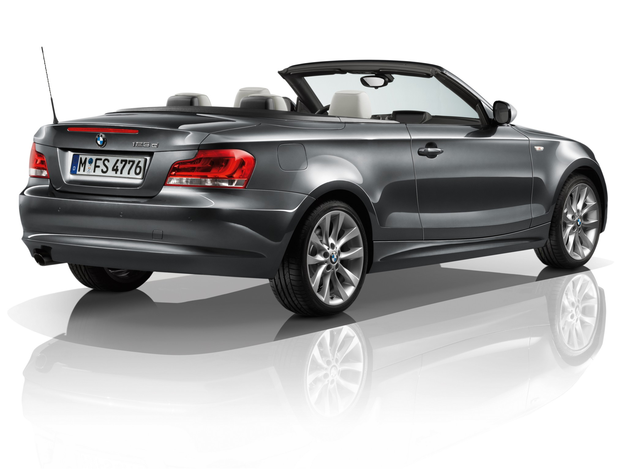 bmw 1 series cabriolet e88 specs 2010 2011 2012 2013 autoevolution. Black Bedroom Furniture Sets. Home Design Ideas