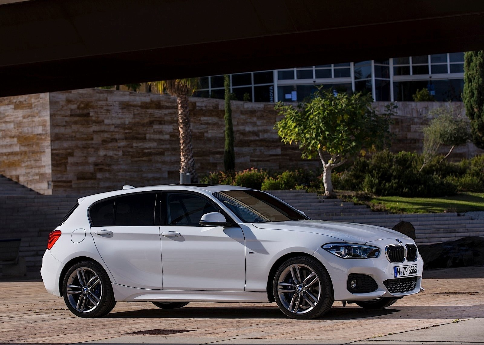 bmw 1 series lci f20 2015 2016 autoevolution. Black Bedroom Furniture Sets. Home Design Ideas