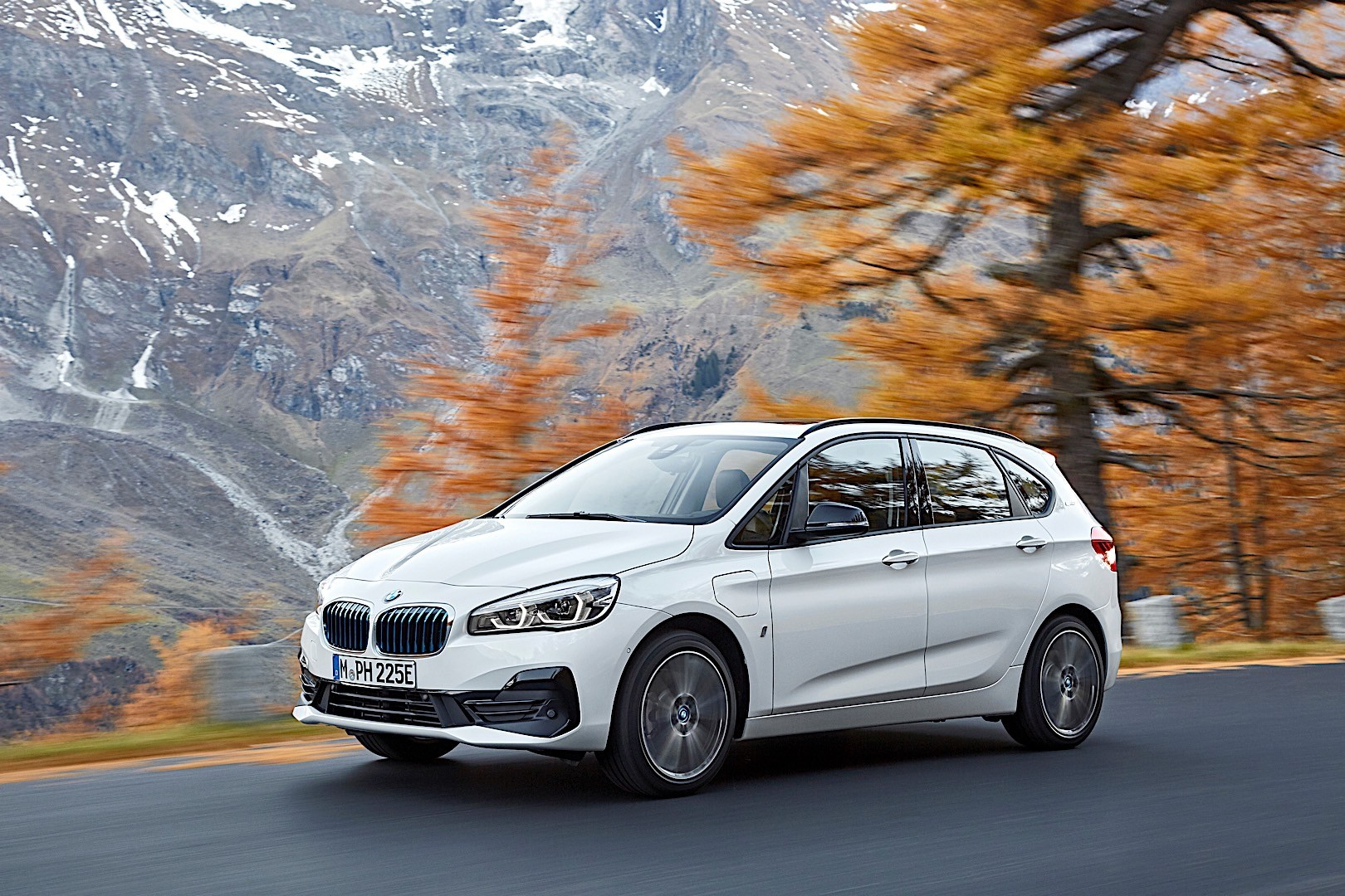 bmw 2 series active tourer f45 specs photos 2018 2019 autoevolution. Black Bedroom Furniture Sets. Home Design Ideas