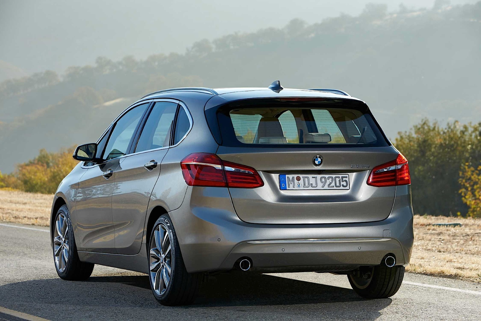 bmw 2 series active tourer 2014 2015 2016 autoevolution. Black Bedroom Furniture Sets. Home Design Ideas