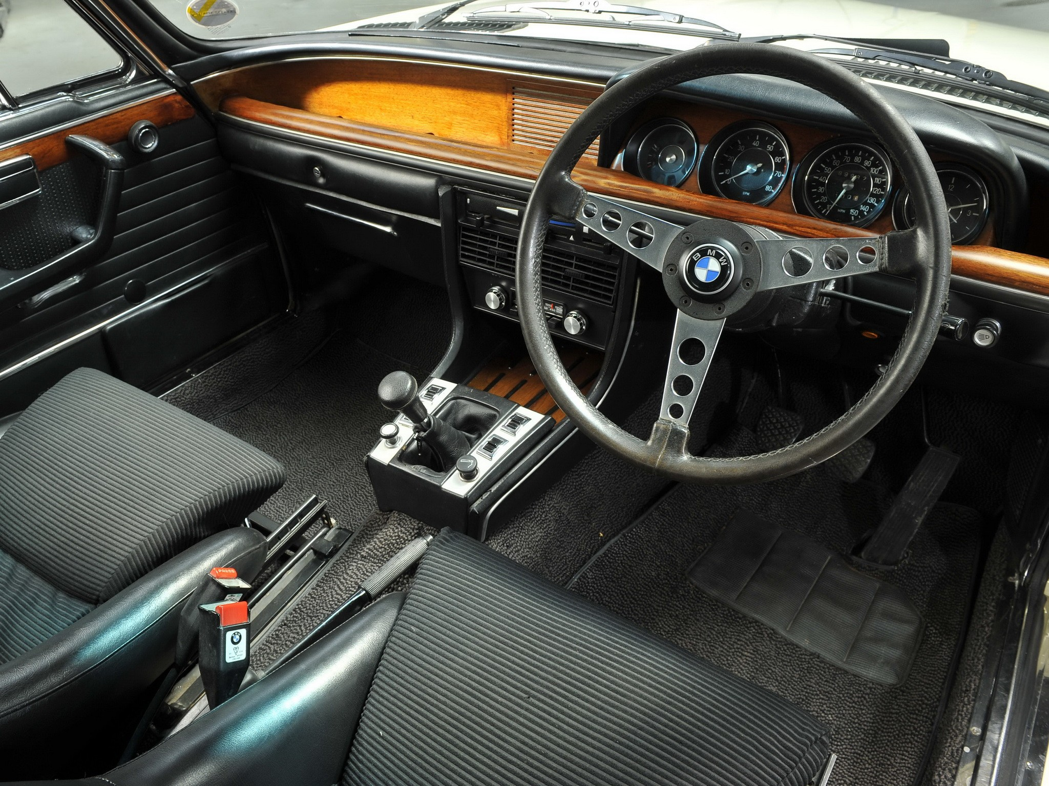 Bmw Csl E on Inline 4 Cylinder Engine Model